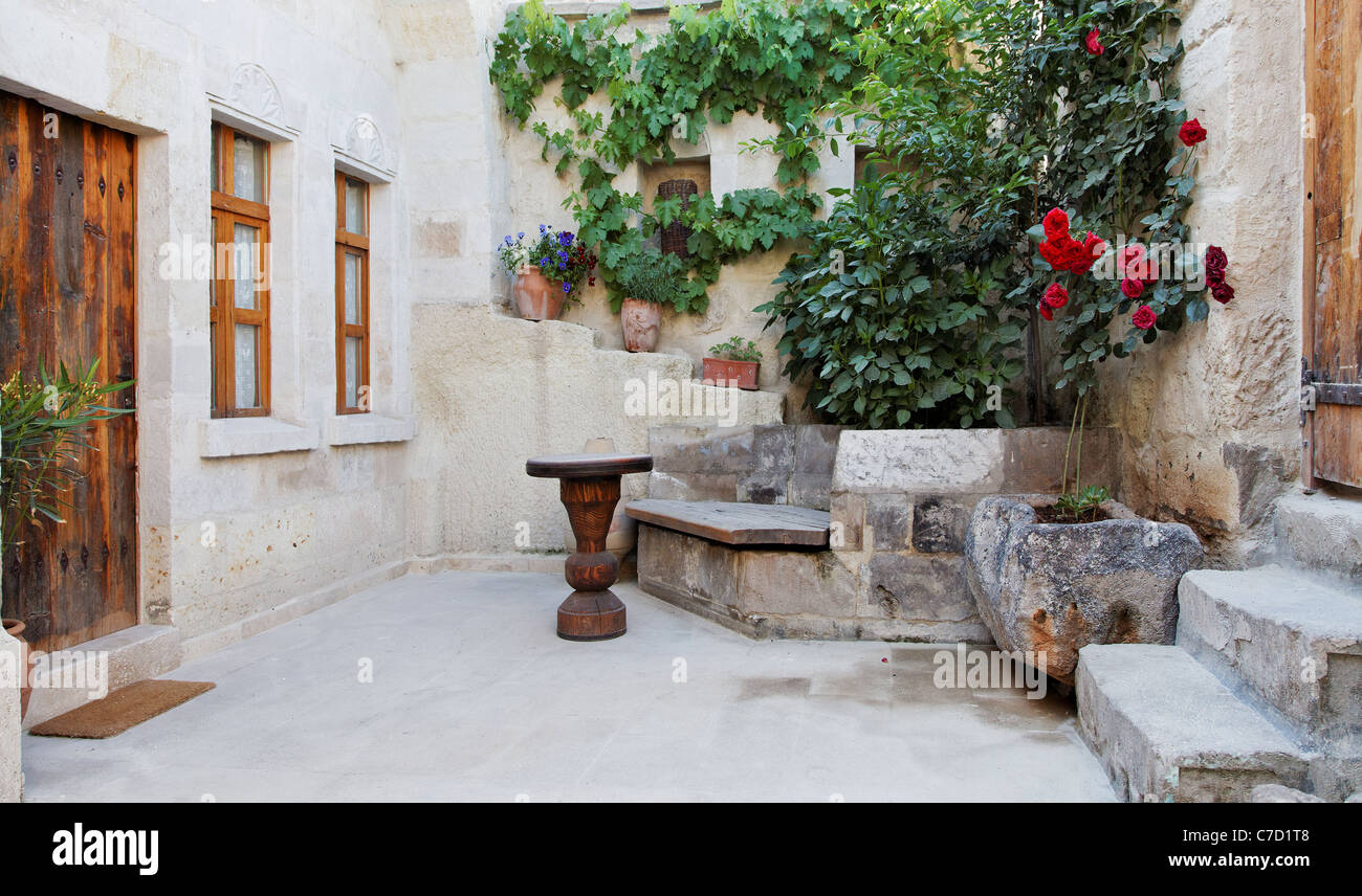 Landschaft Hinterhof Sanierung Kalkstein Höhle Residenz Marmor Bodenbelag  QuickCards, Blumen Pflanzen, Wand Pflanzen, Rose Busse