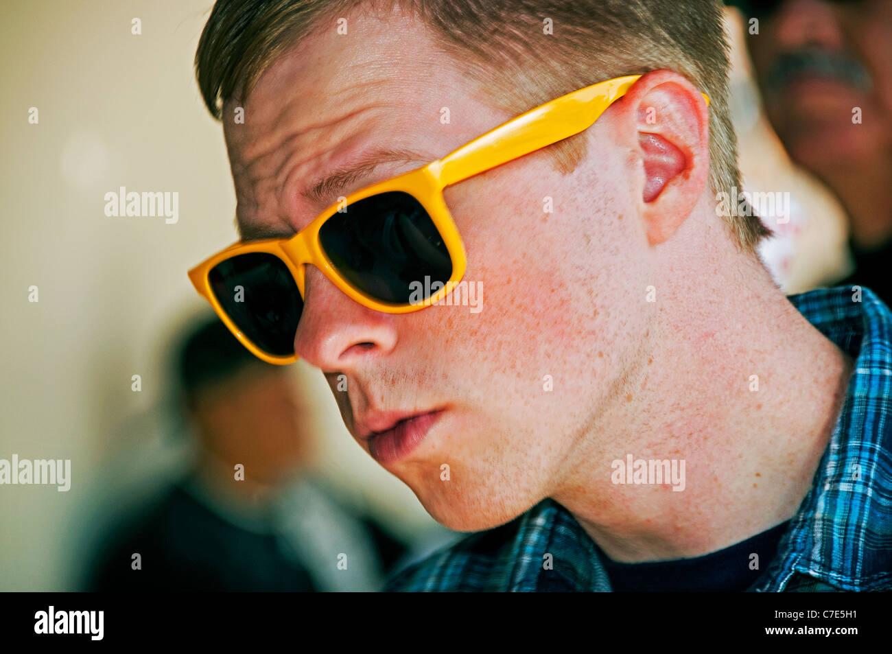 Statement Sonnenbrille Stockfotos & Statement Sonnenbrille