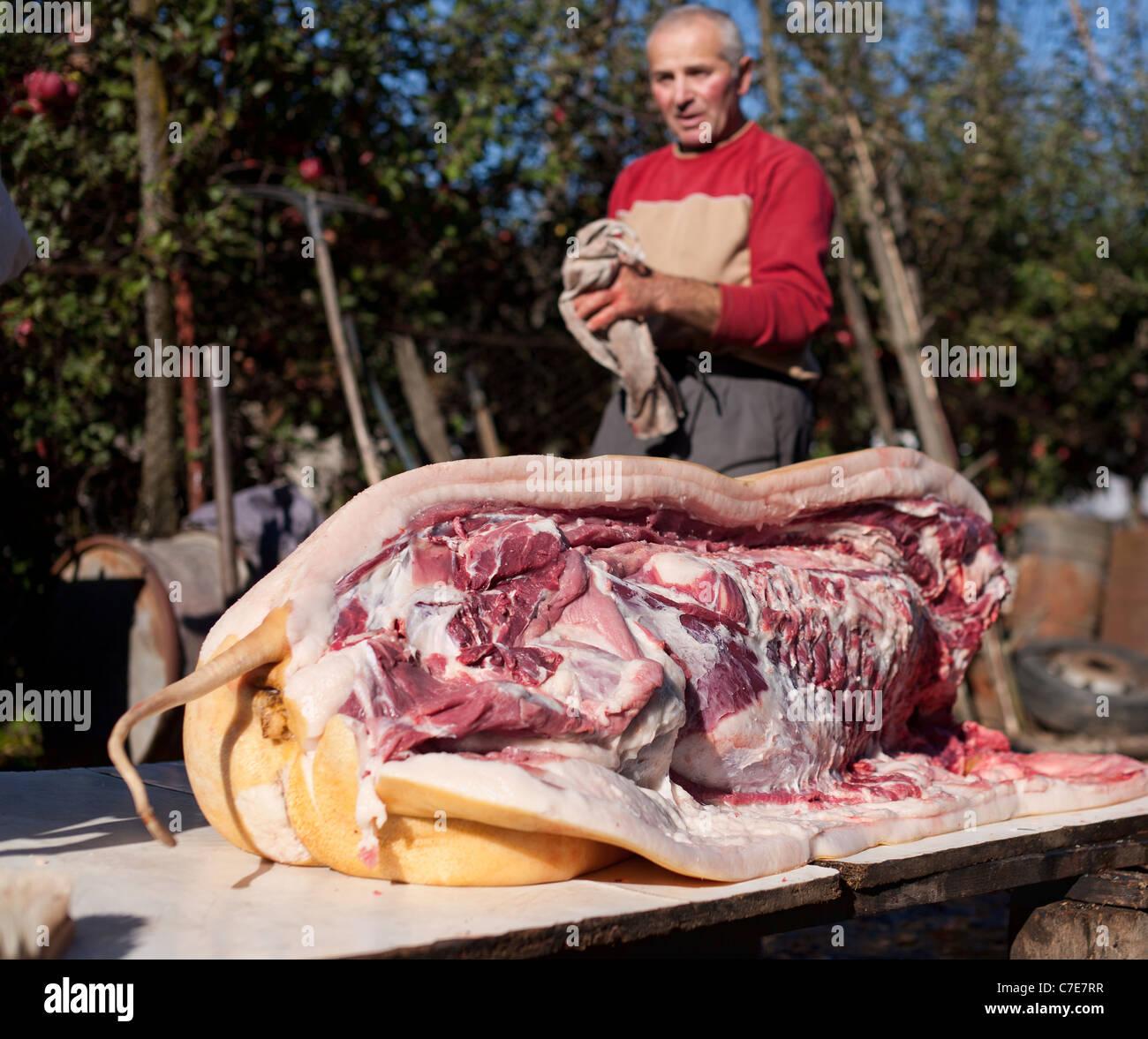 traditionelle schwein schlachtung outdoor f r weihnachten. Black Bedroom Furniture Sets. Home Design Ideas