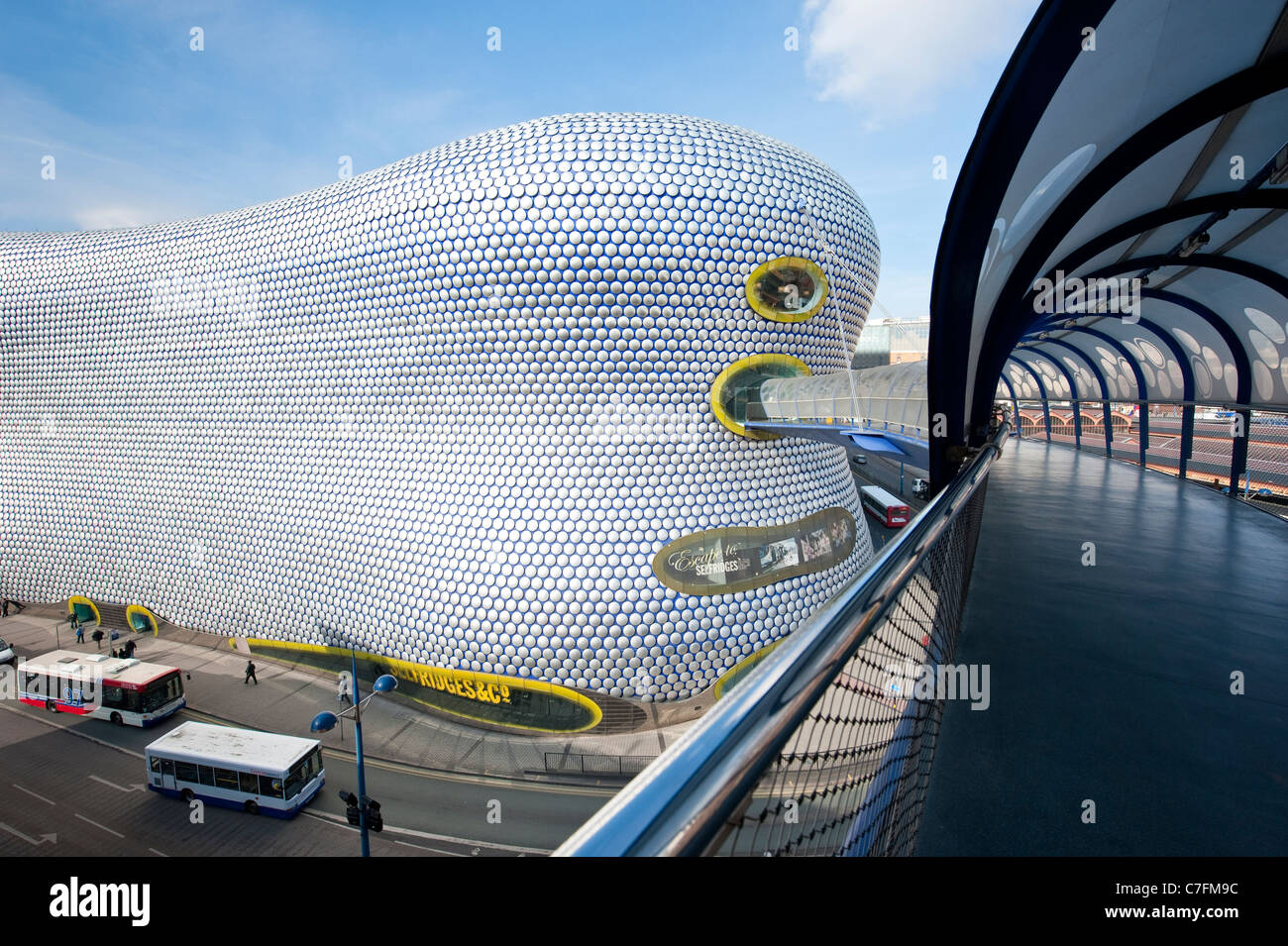 Brücke zum Selfridges in der Stierkampfarena Shopping centre, Birmingham, UK Stockbild