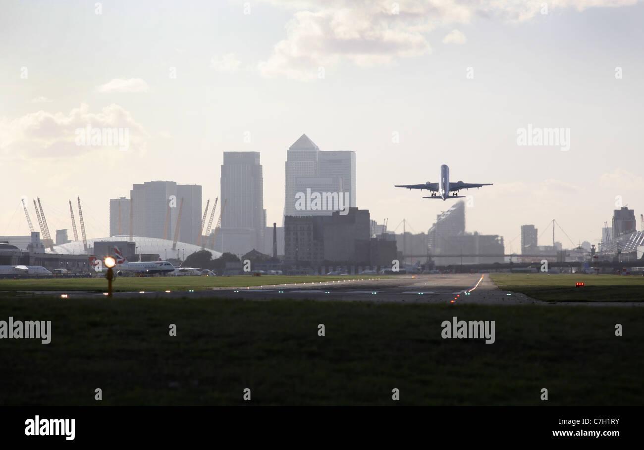 Passagierflugzeuge Abheben Vom London City Airport Mit