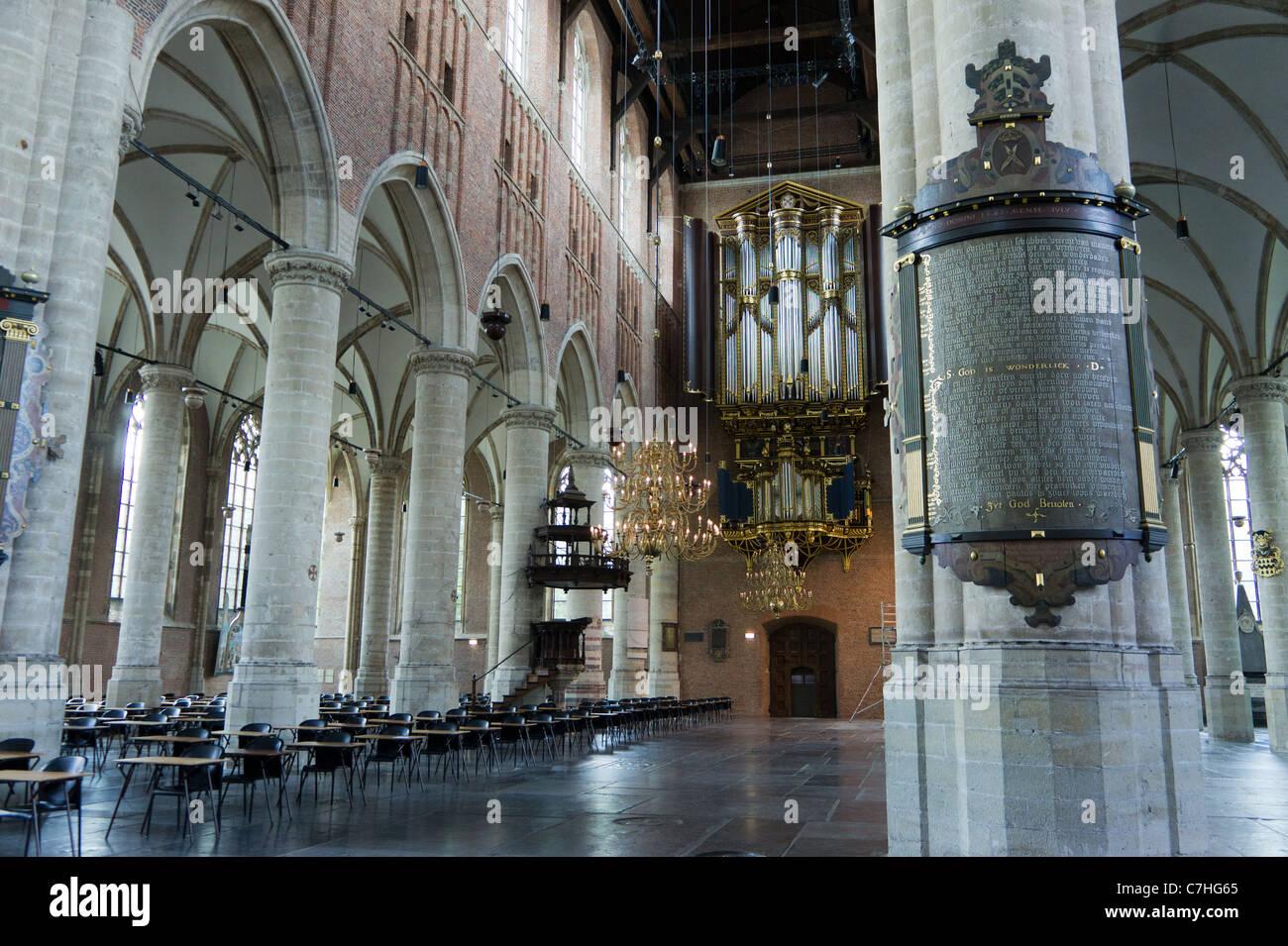 Die Pieterskerk ist eine spätgotische Kirche in Leiden, Holland. Die Kirche der Pilgerväter, wo John Robinson begraben Stockfoto