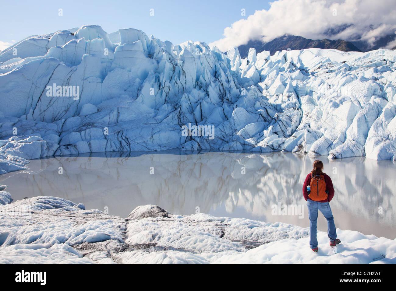 Ein Bergsteiger auf dem Matanuska Gletscher, Alaska. Stockbild