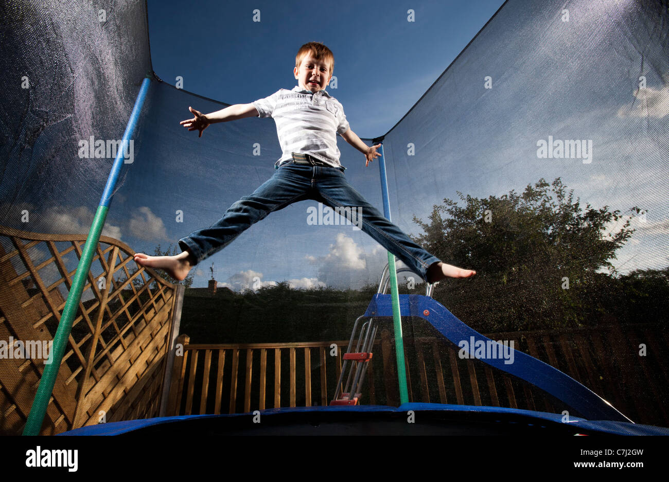 trampoline stockfotos trampoline bilder alamy. Black Bedroom Furniture Sets. Home Design Ideas