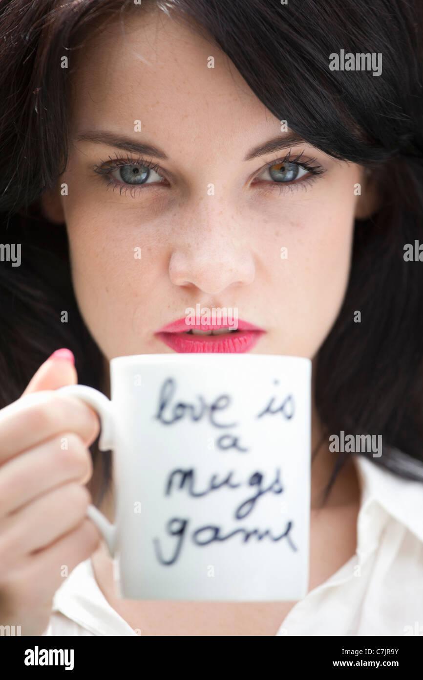Nahaufnahme von Frau mit Kaffeetasse Stockbild