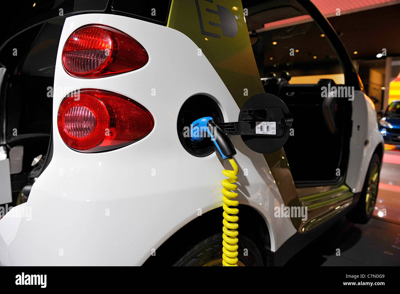 Aufladen Smart Elektroantrieb Elektroauto E Mobile Iaa Iaa