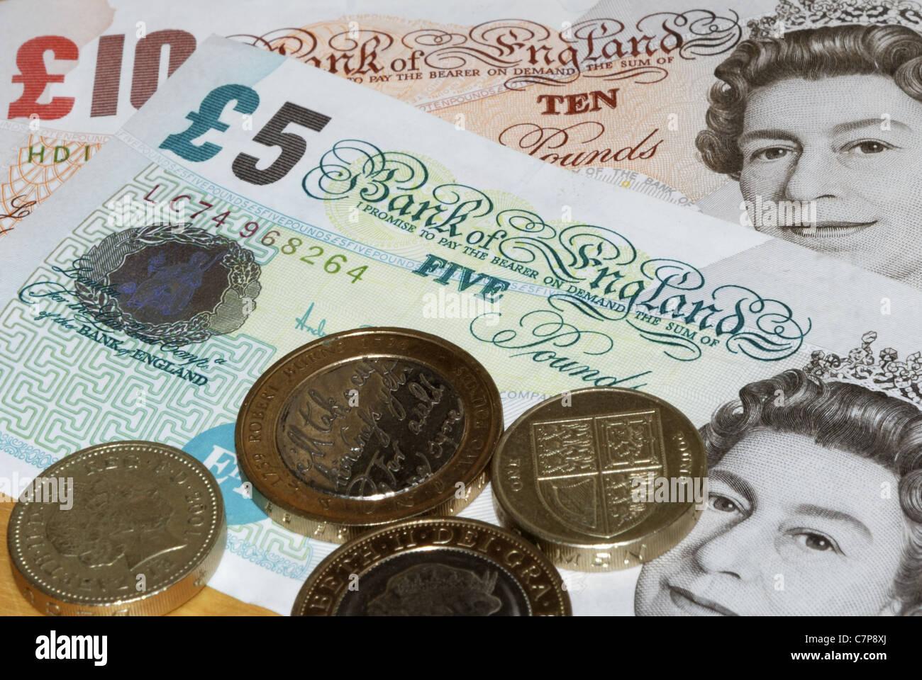Englische Pfund Noten Mit Münzen Stockfoto Bild 39213290 Alamy