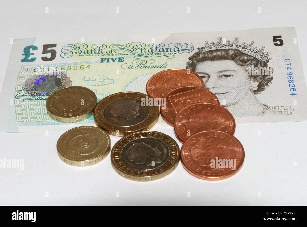 Englische Pfund Noten Mit Münzen Stockfoto Bild 39213314 Alamy