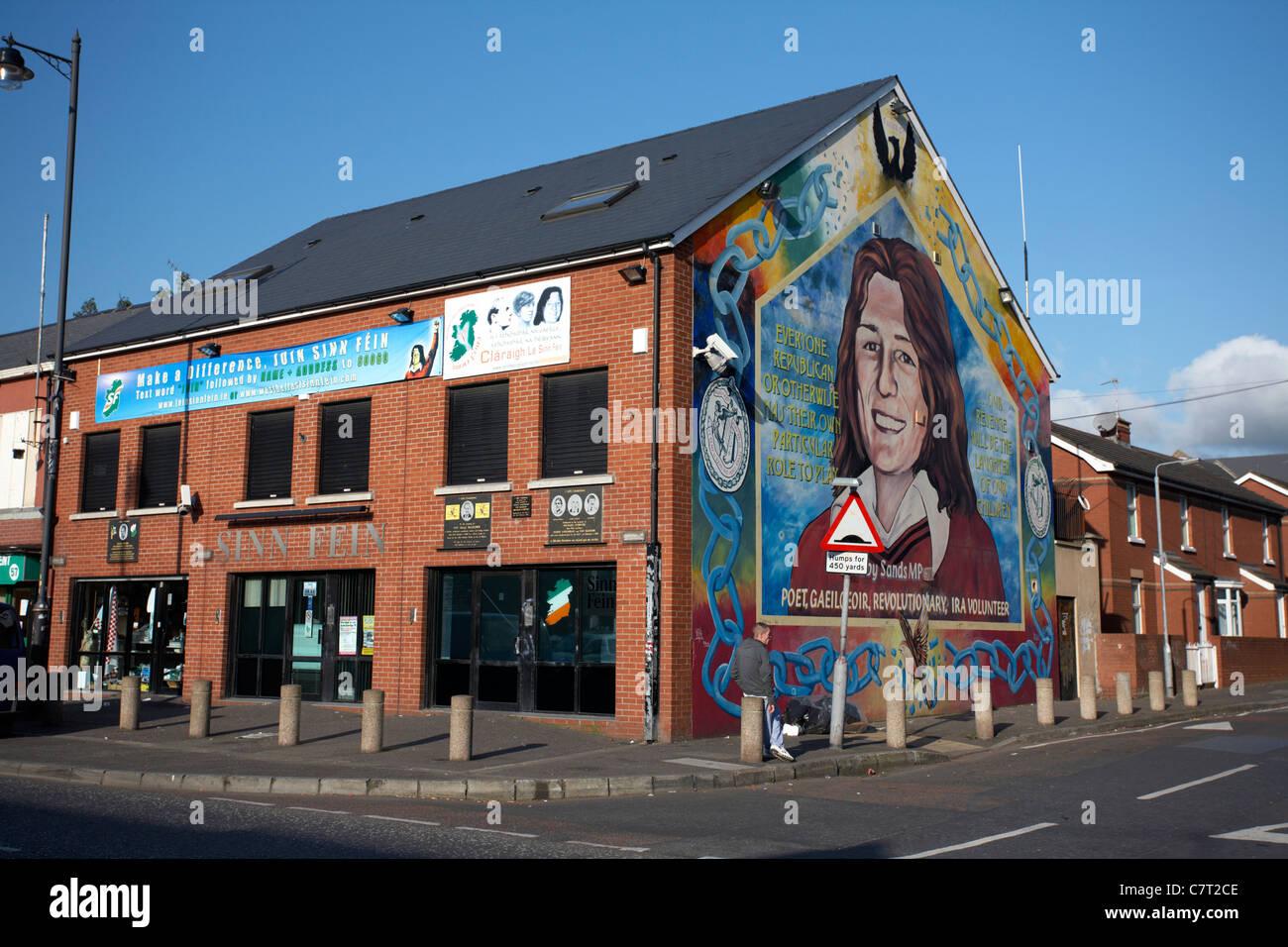 Sinn Féin Büro und Bobby Sands Wandbild, Falls Road, Belfast, Nordirland, Vereinigtes Königreich. Stockbild