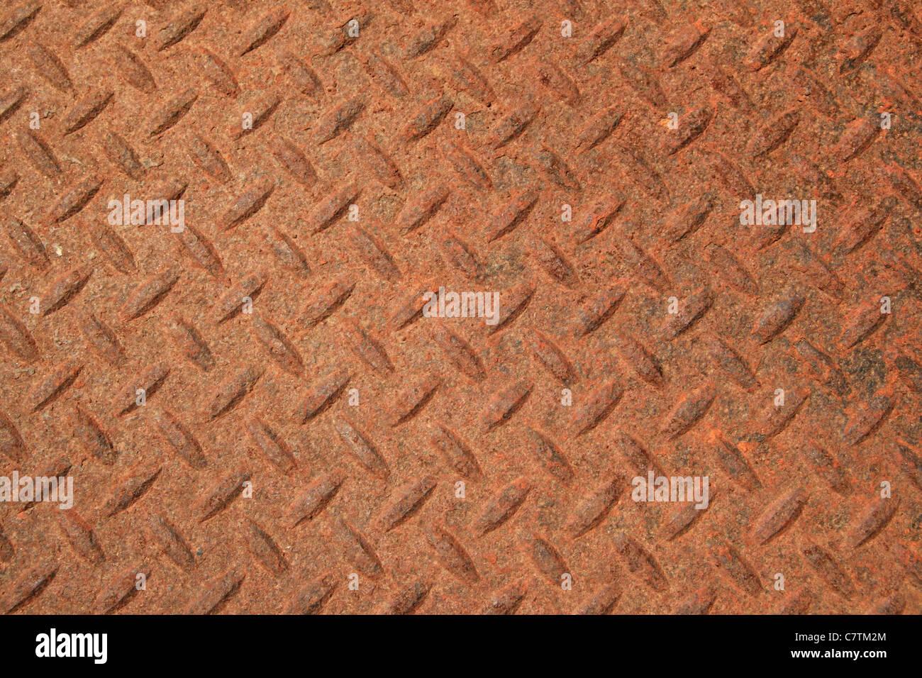 rostige strukturierte Stahlverkleidung mit erhöhten Rautenmuster Stockbild