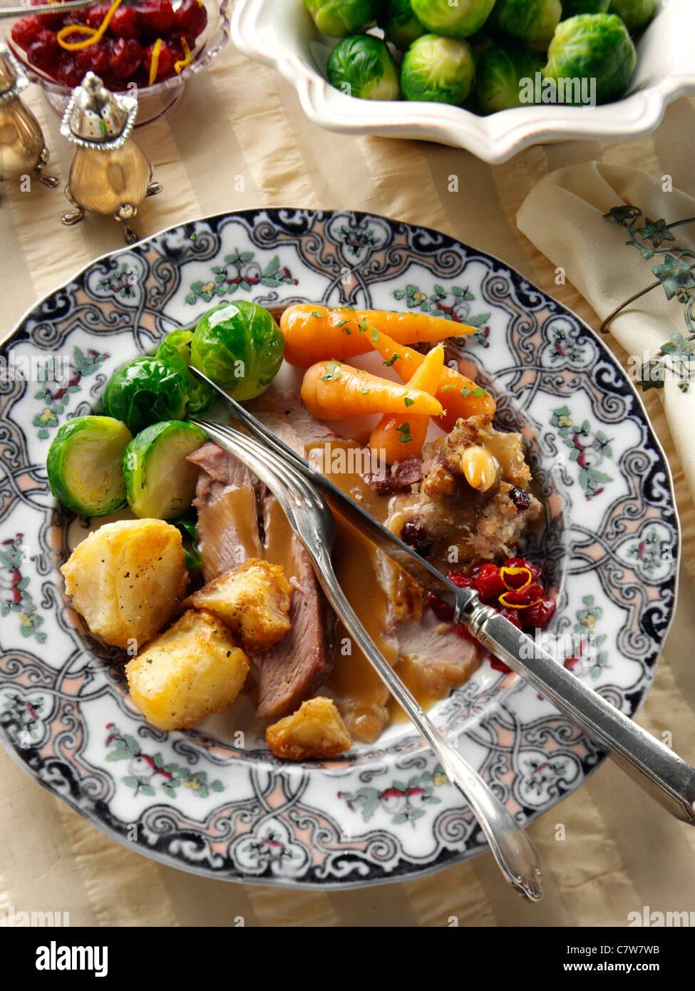 Braten Weihnachten.Braten Sie Türkei Scheiben Mit Füllung Rosenkohl Baby Karotten