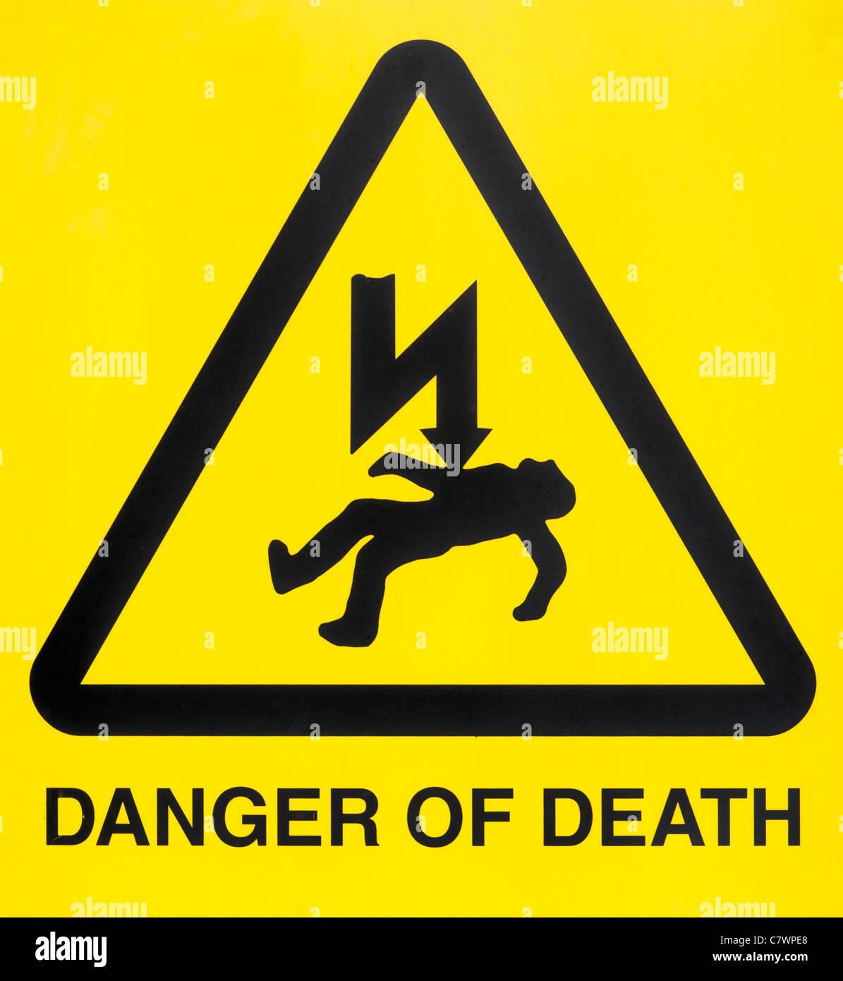 Gefahr des Todes von Strom Stromschlag Zeichen uk Stockfoto, Bild ...