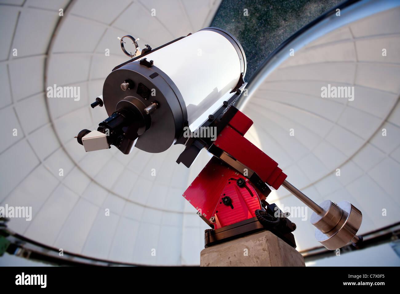 Astronomisches observatorium teleskop indoor nachthimmel stockfoto