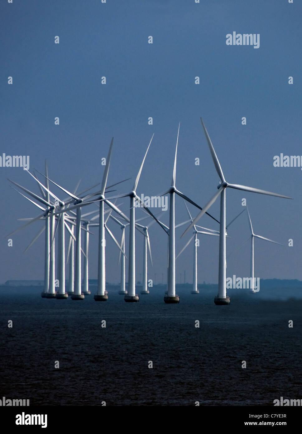 Windkraftanlagen auf Nordsee Küste Dänemarks in der Nähe von Copenhagen. Stockbild