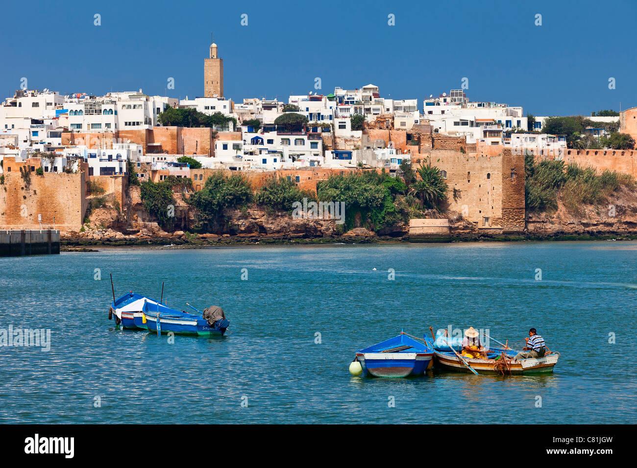 Marokko, Rabat, Bou-Regreg-Fluss und die Kasbah des Oudaias Stockbild