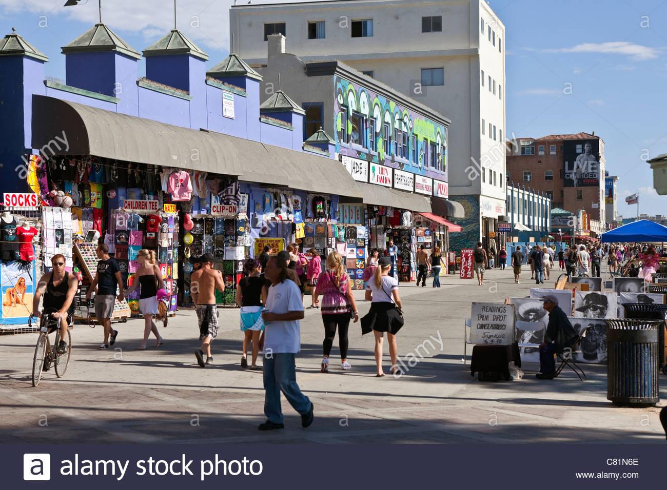 Redaktionelle Foto von der bunten Venice Beach Boardwalk in Südkalifornien. Stockbild
