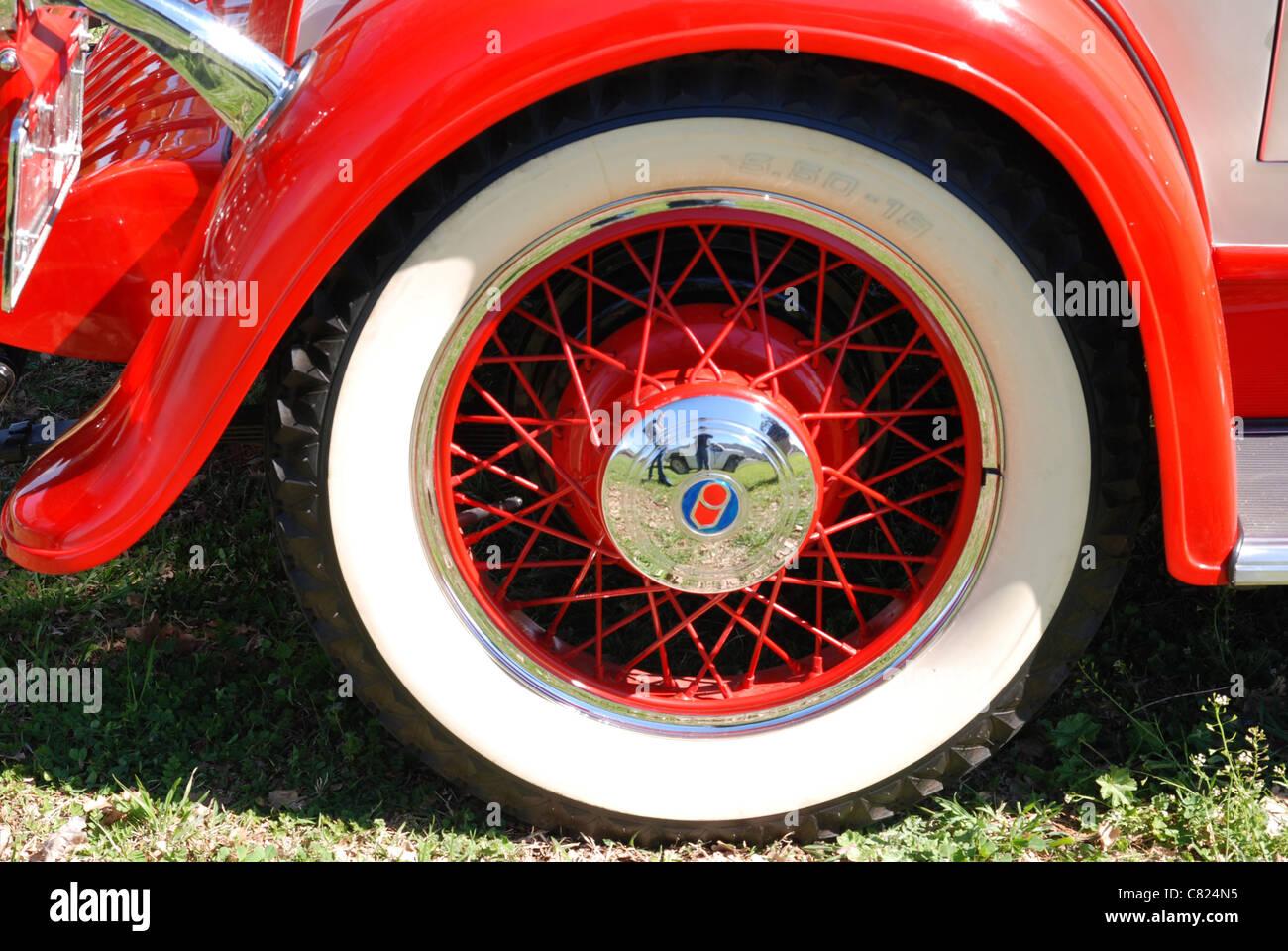 White Wall Tyre Stockfotos & White Wall Tyre Bilder - Alamy