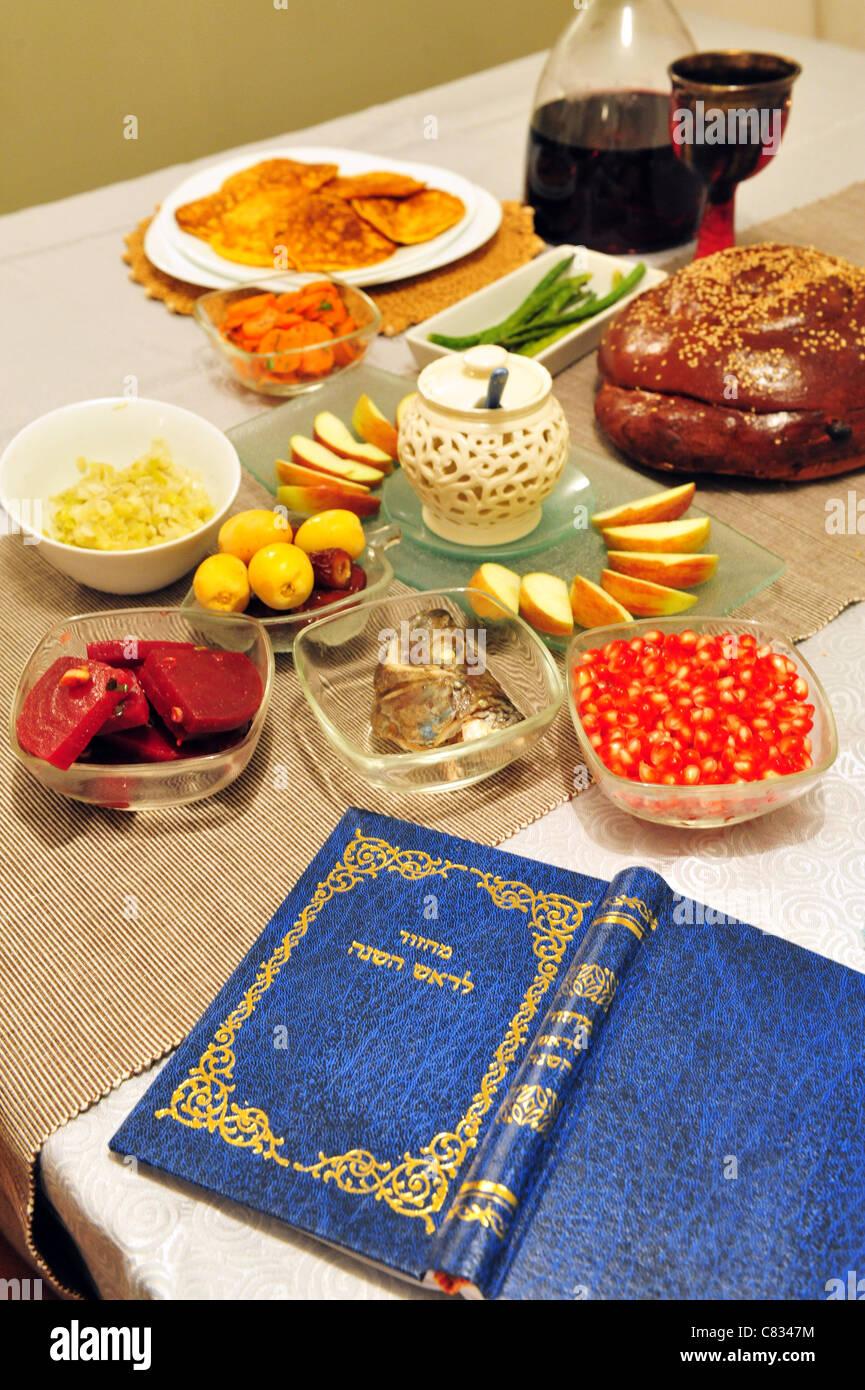 Tisch für jüdische Neujahr Grüße und Segen Stockfoto, Bild: 39407192 ...