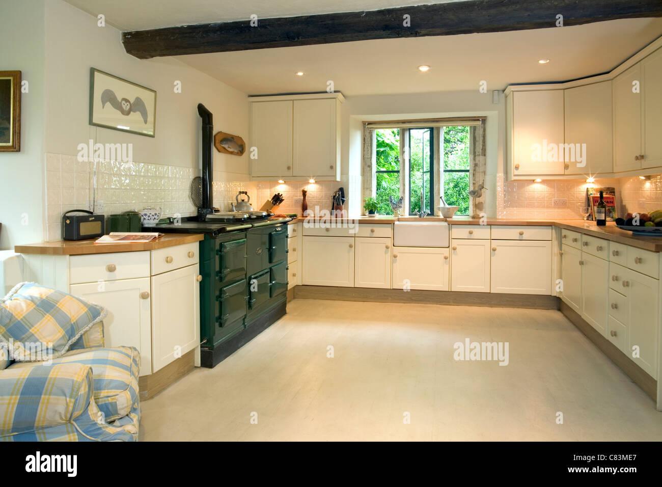 Küche im modernen Stil mit AGA-Herd und Butler sinken Stockfoto ...