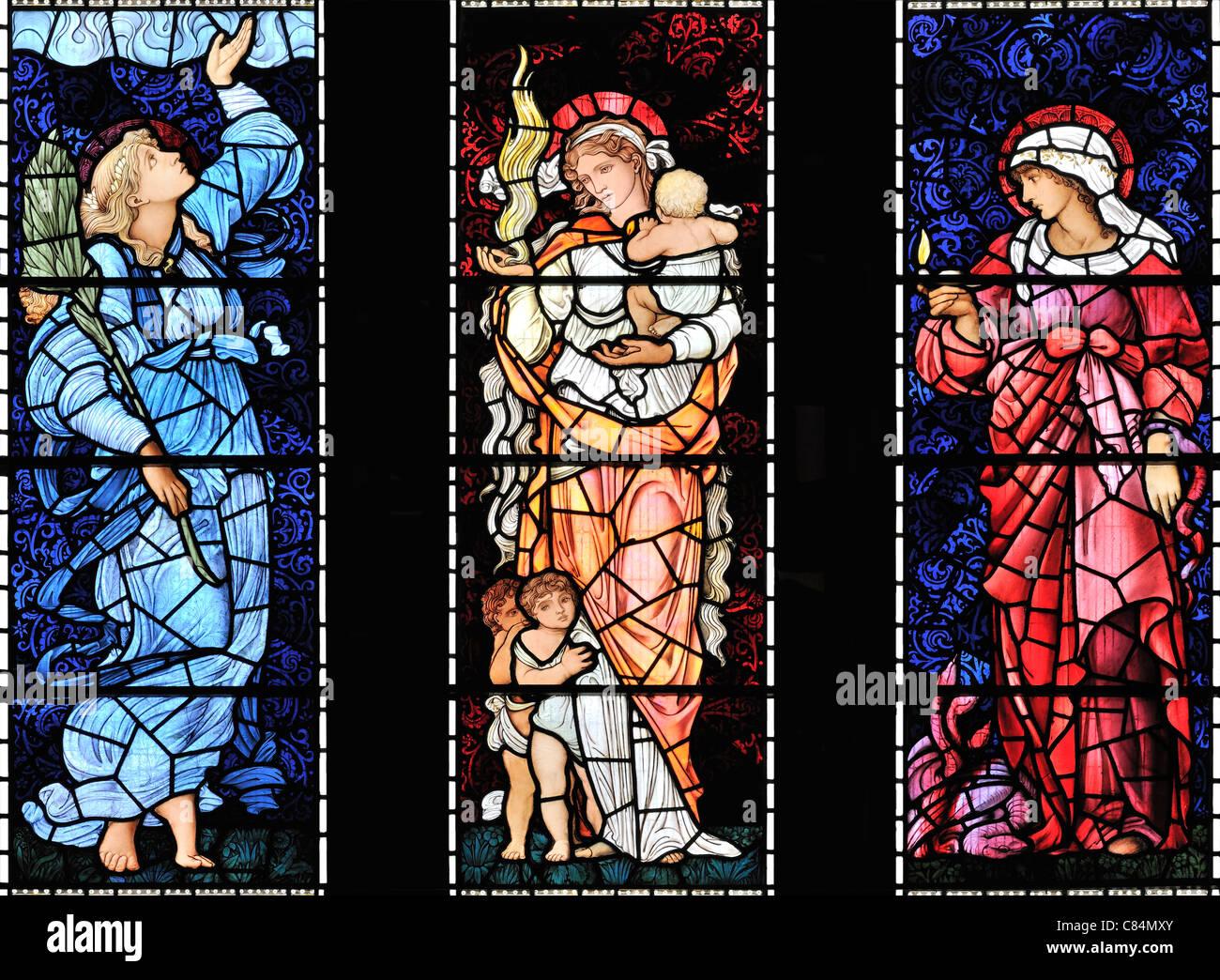 Die drei Tugenden, glaube (rechts), Hoffnung (links) und Nächstenliebe, St.-Martins Kirche, Brampton, Cumbria, Stockbild