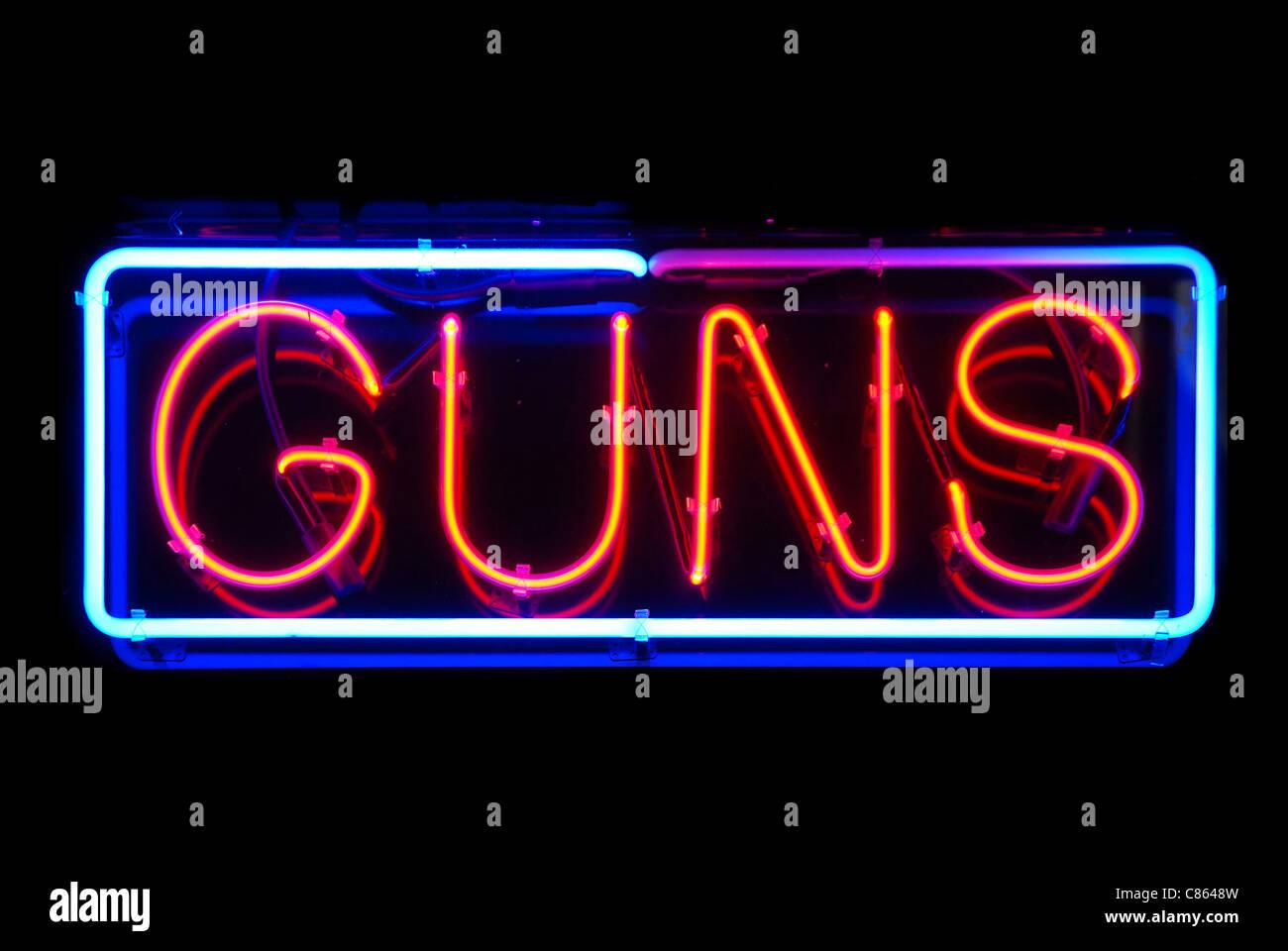 Waffen-Neon Zeichen isolierten auf schwarzen Hintergrund Stockbild
