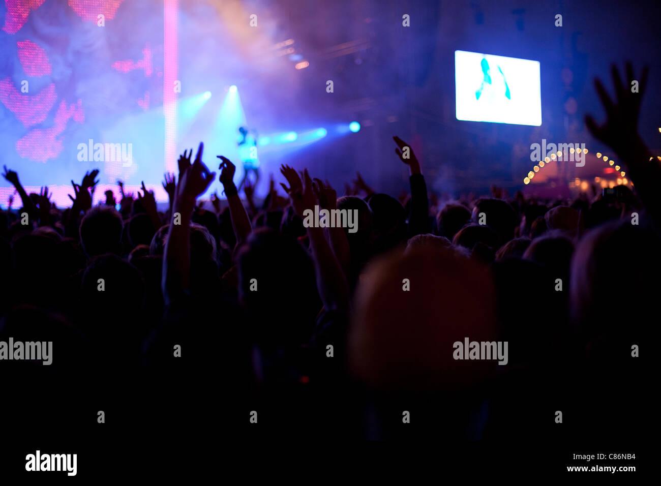 Hände in die Luft auf einem festival Stockbild