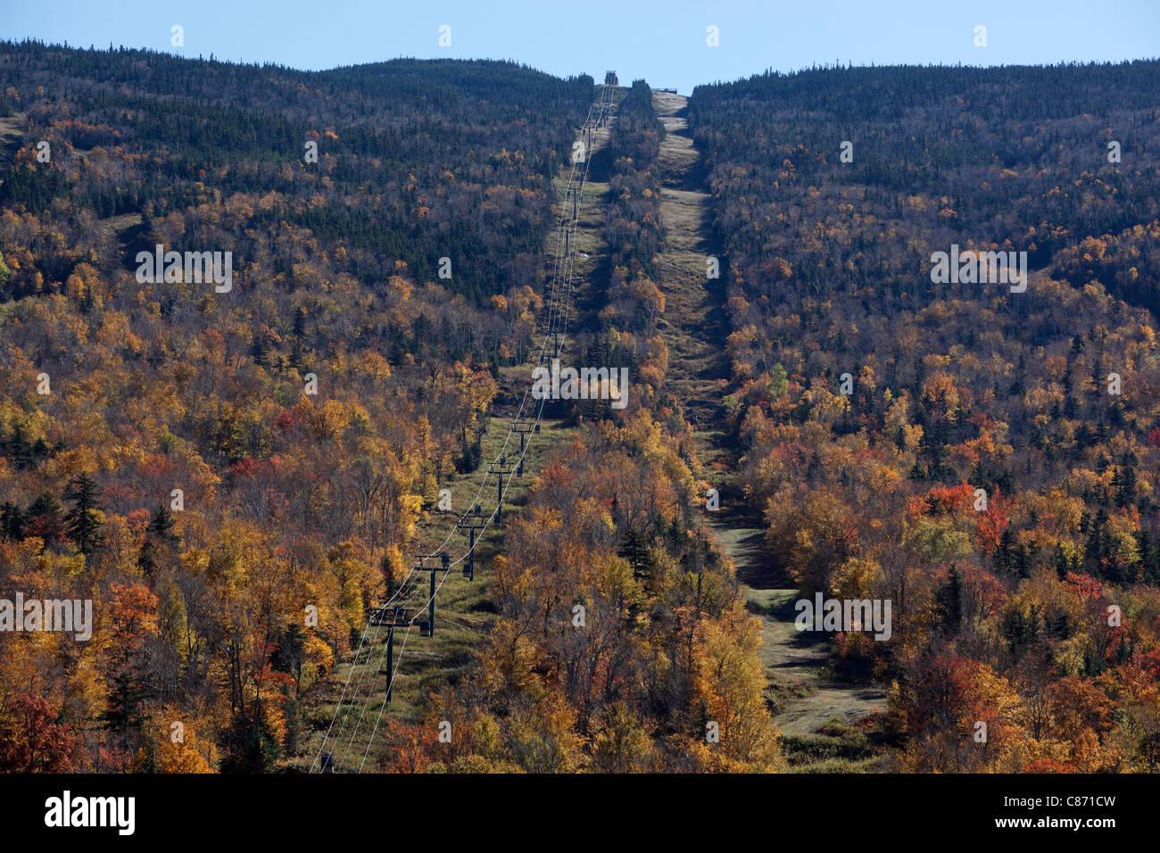 Wildcat-Berge-Skischaukel im Herbst vor-und Nachsaison, White Mountain National Forest, New Hampshire Stockfoto