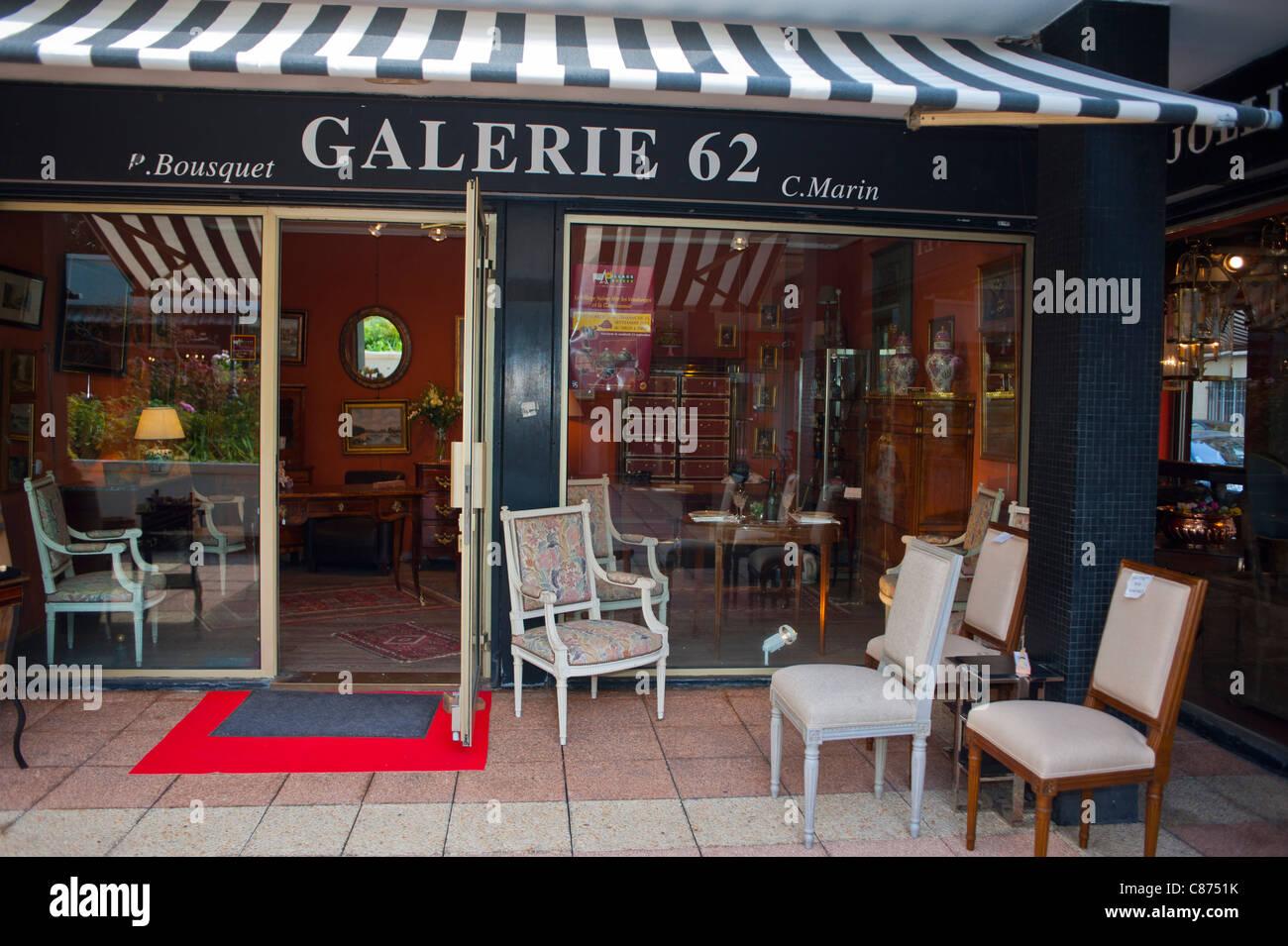 Hervorragend Paris, Frankreich, Französisch Antiquitäten Geschäfte, Village Suisse,  Galerie 62, Möbel Auf Dem Display Außerhalb, Antiquitätenhändler,