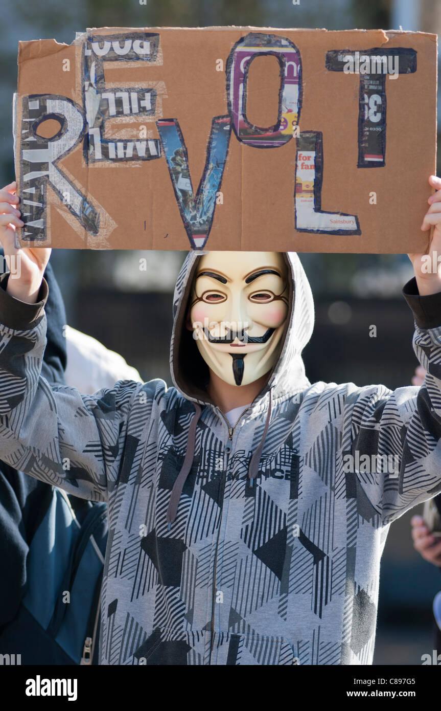 Maskierte Demonstrator in Birmingham UK Oktober 2011 zu sehen. Teil des weltweiten Protest gegen Banken und gegenwärtigen Stockbild