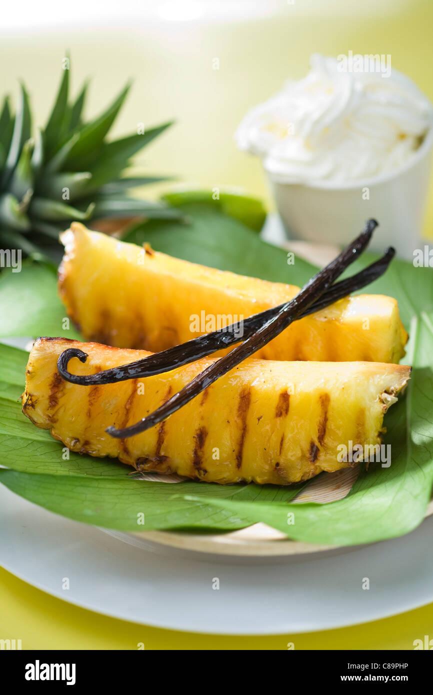 Gebratene Ananas mit Vanille Stockbild