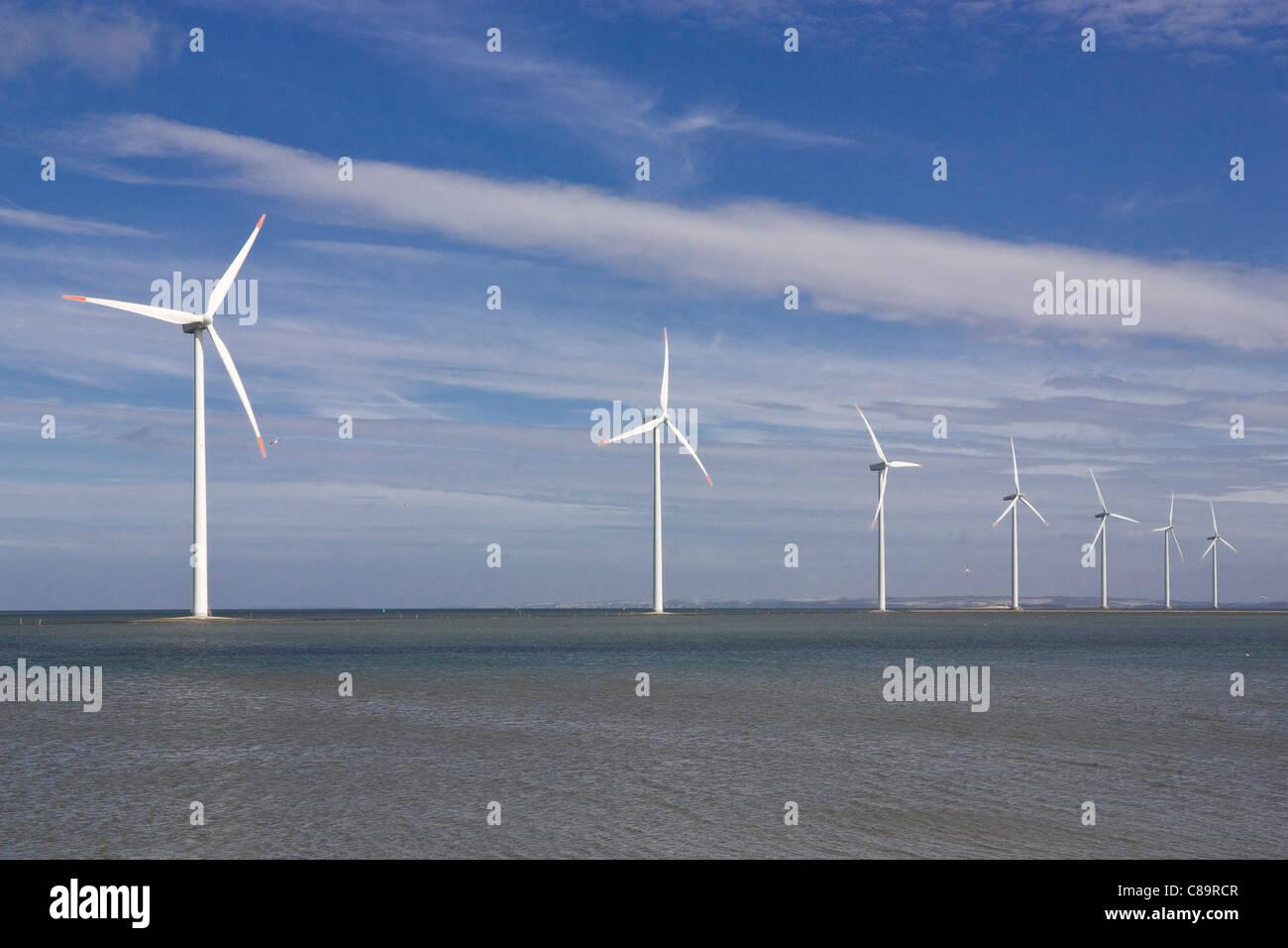 Dänemark, Harbore, Ansicht von Windkraftanlagen an der Küste Stockbild