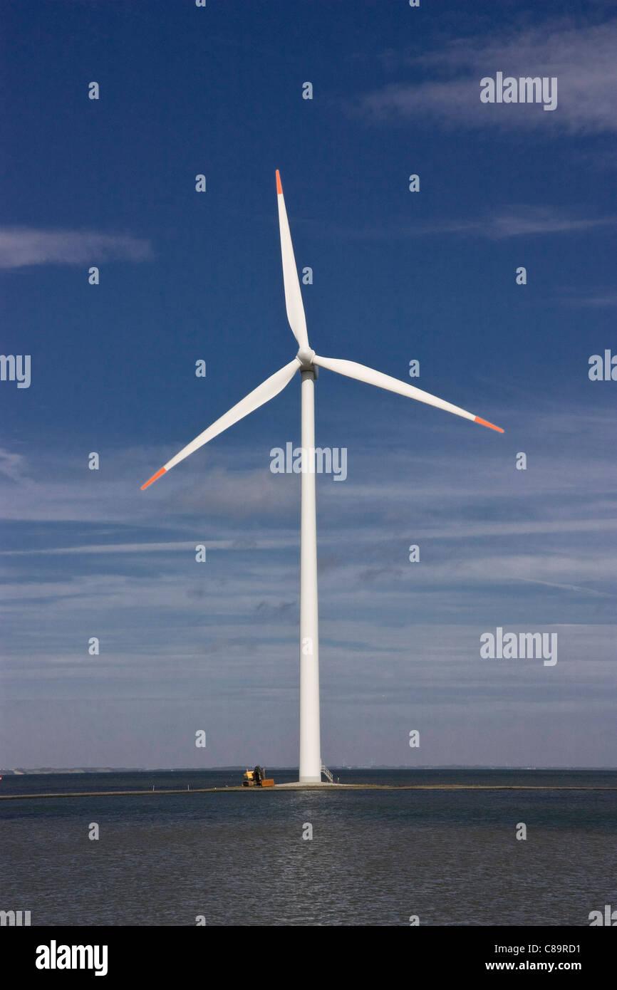 Dänemark, Harbore, Ansicht der Windkraftanlage an Küste Stockbild