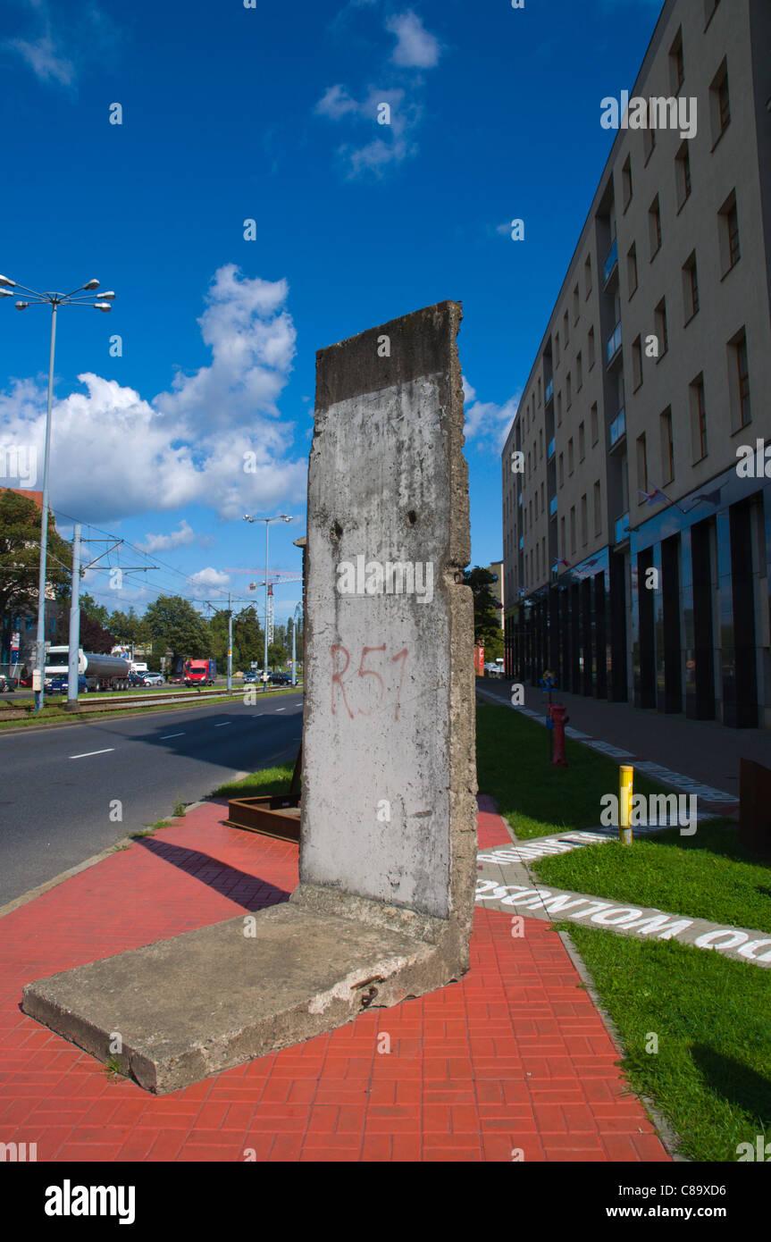 Teil der Berliner Mauer neben Straßen zur Freiheit Ausstellung Polen Nordeuropa Danzig Pomeriania Stockbild
