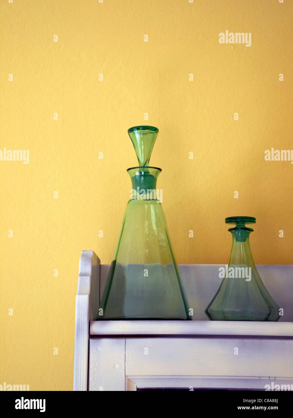 Alte grüne Flaschen Stockbild