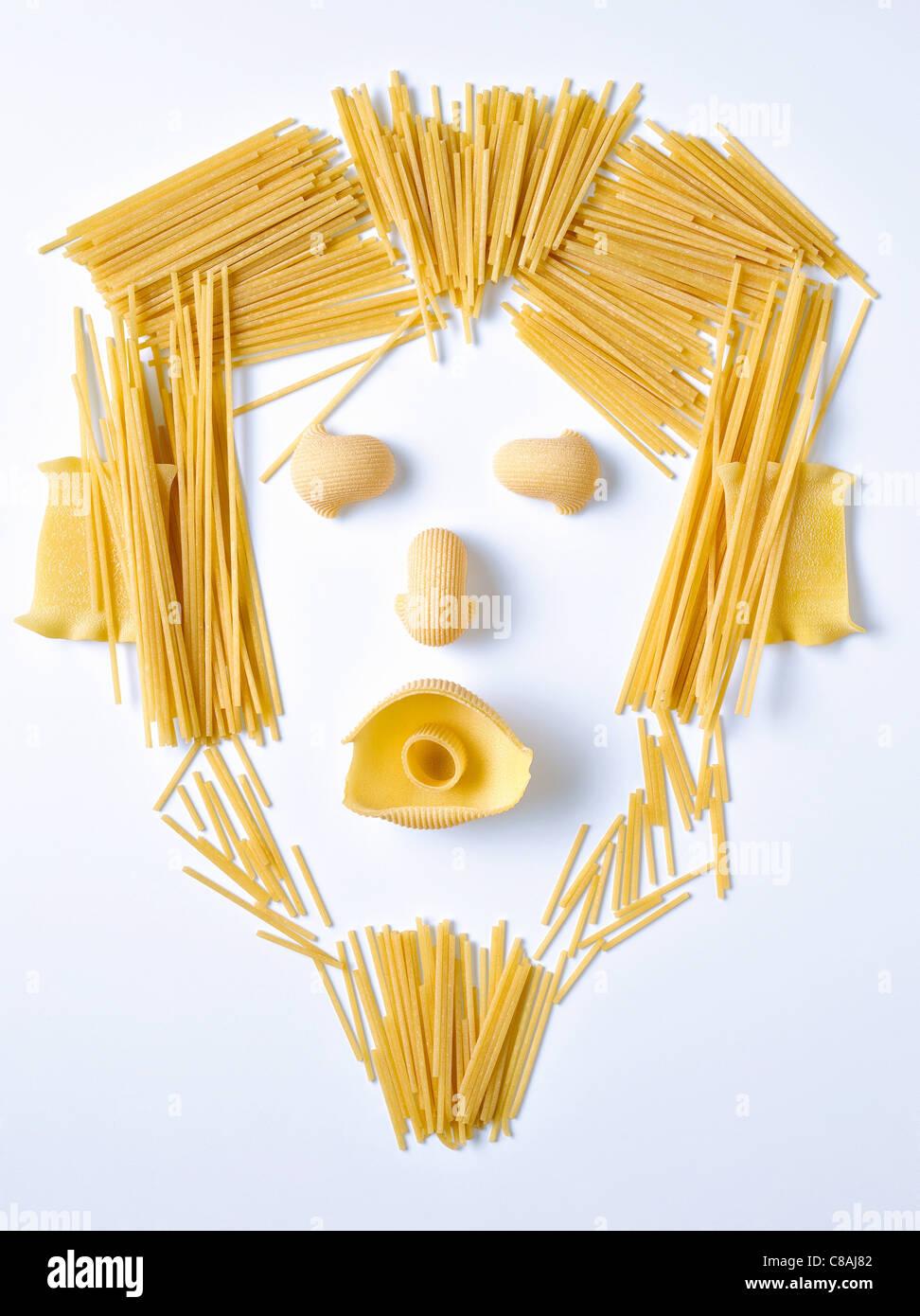 Pasta und Spaghetti in der Form eines Gesichts Stockfoto