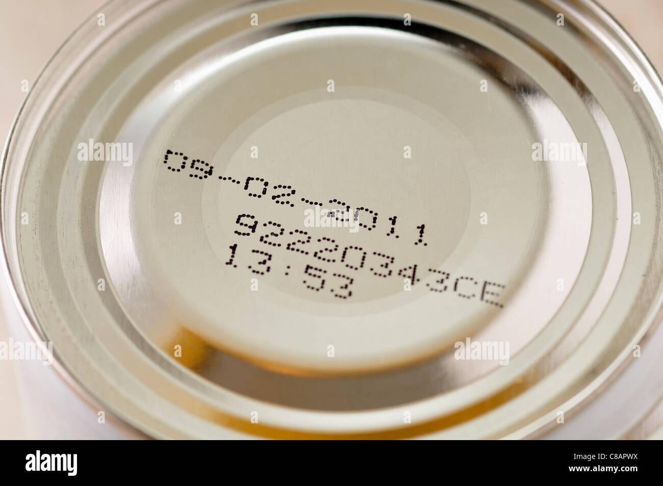 Verbrauch-Datum auf eine Dose essen Stockbild