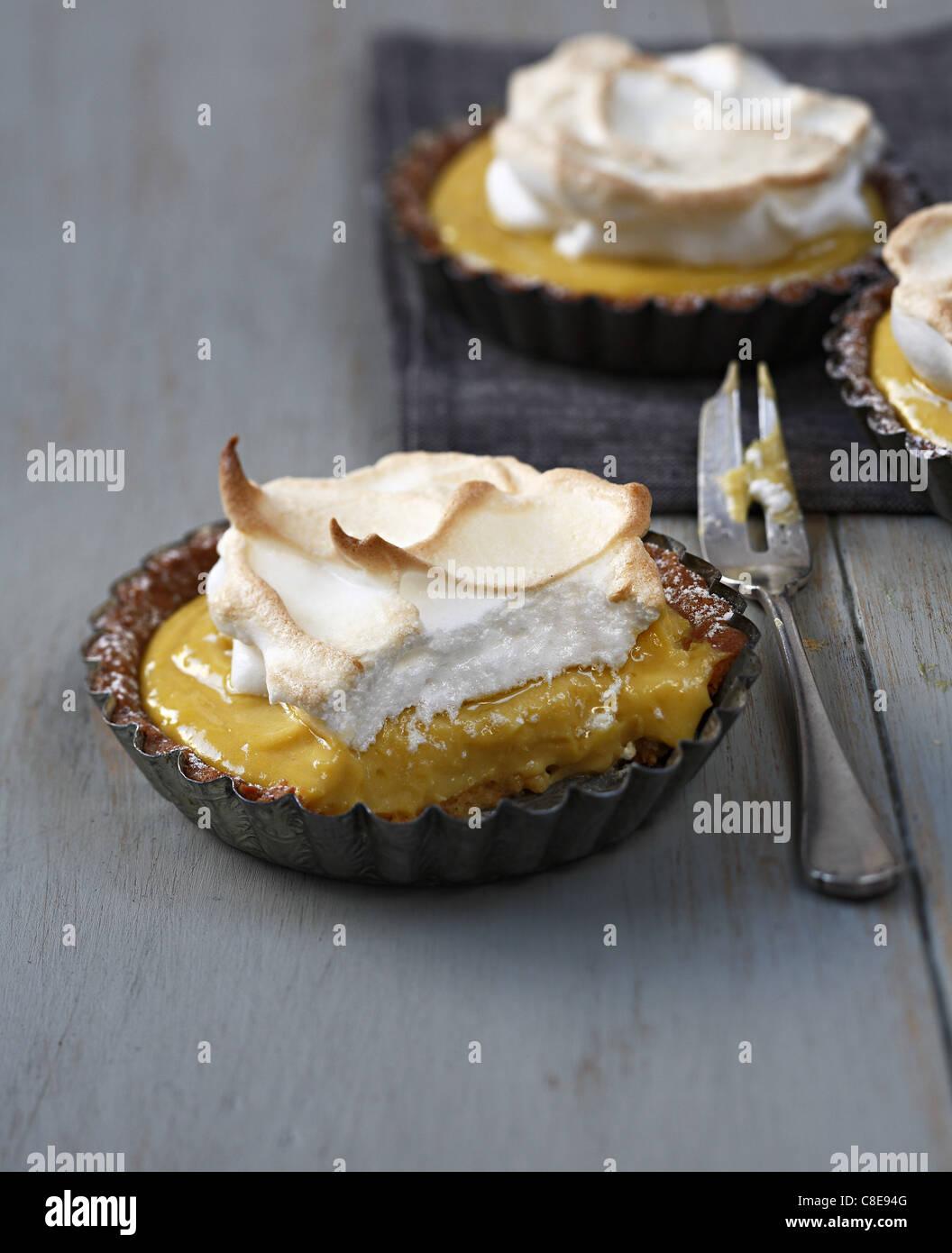 Einzelne Zitrone Baiser Kuchen Stockfoto Bild 39652496 Alamy