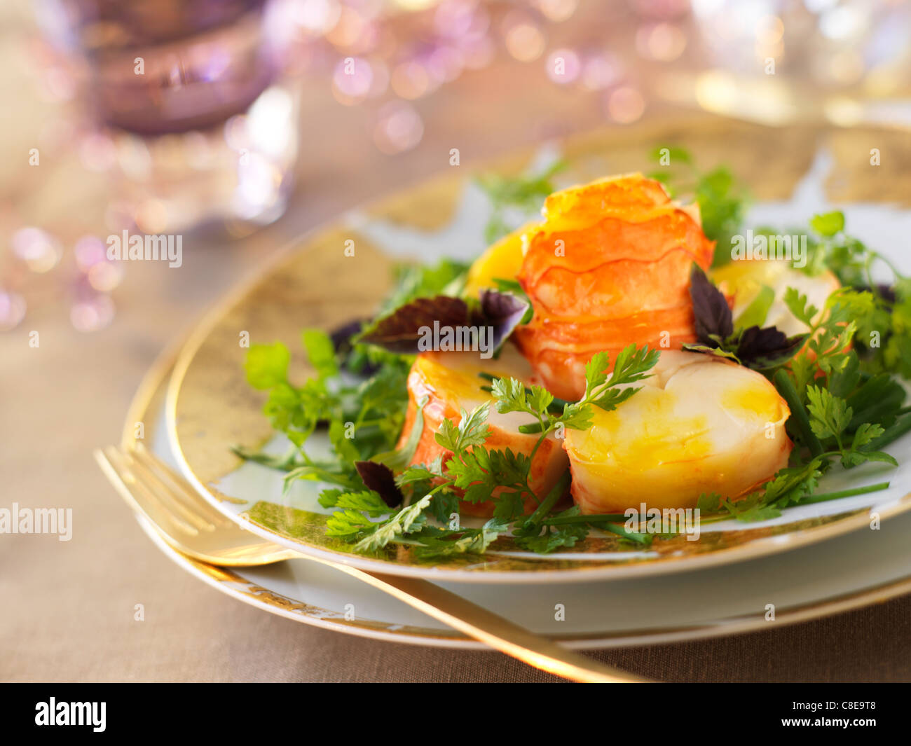 Stachelige Hummerschwanz mit Mango-Püree Stockbild