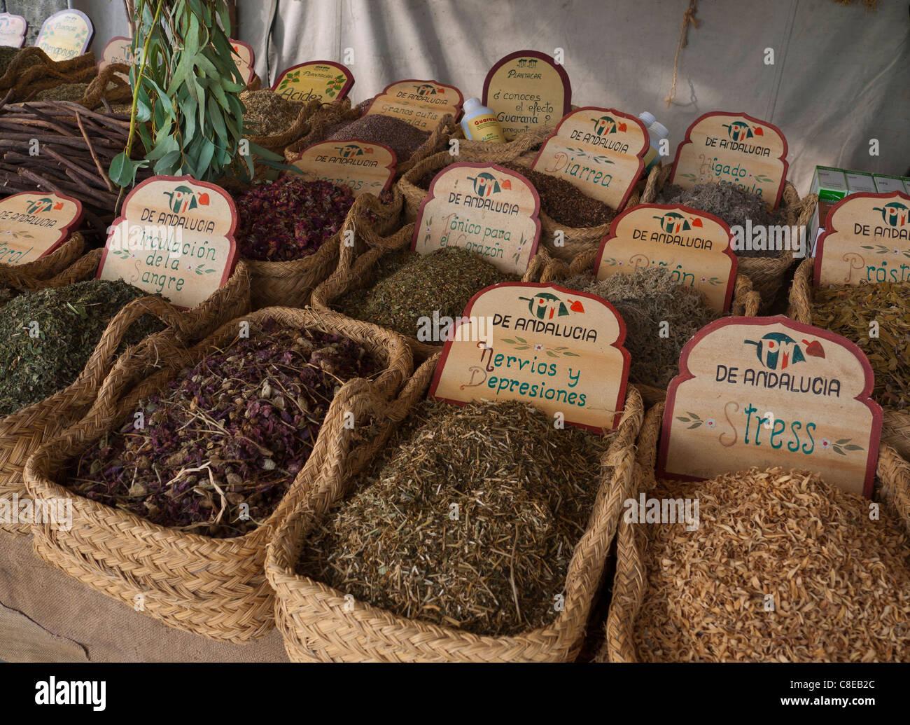 Vielzahl von pflanzlichen Heilmitteln auf dem Display für Verkauf Marktstand Palma De Mallorca Spanien Stockbild