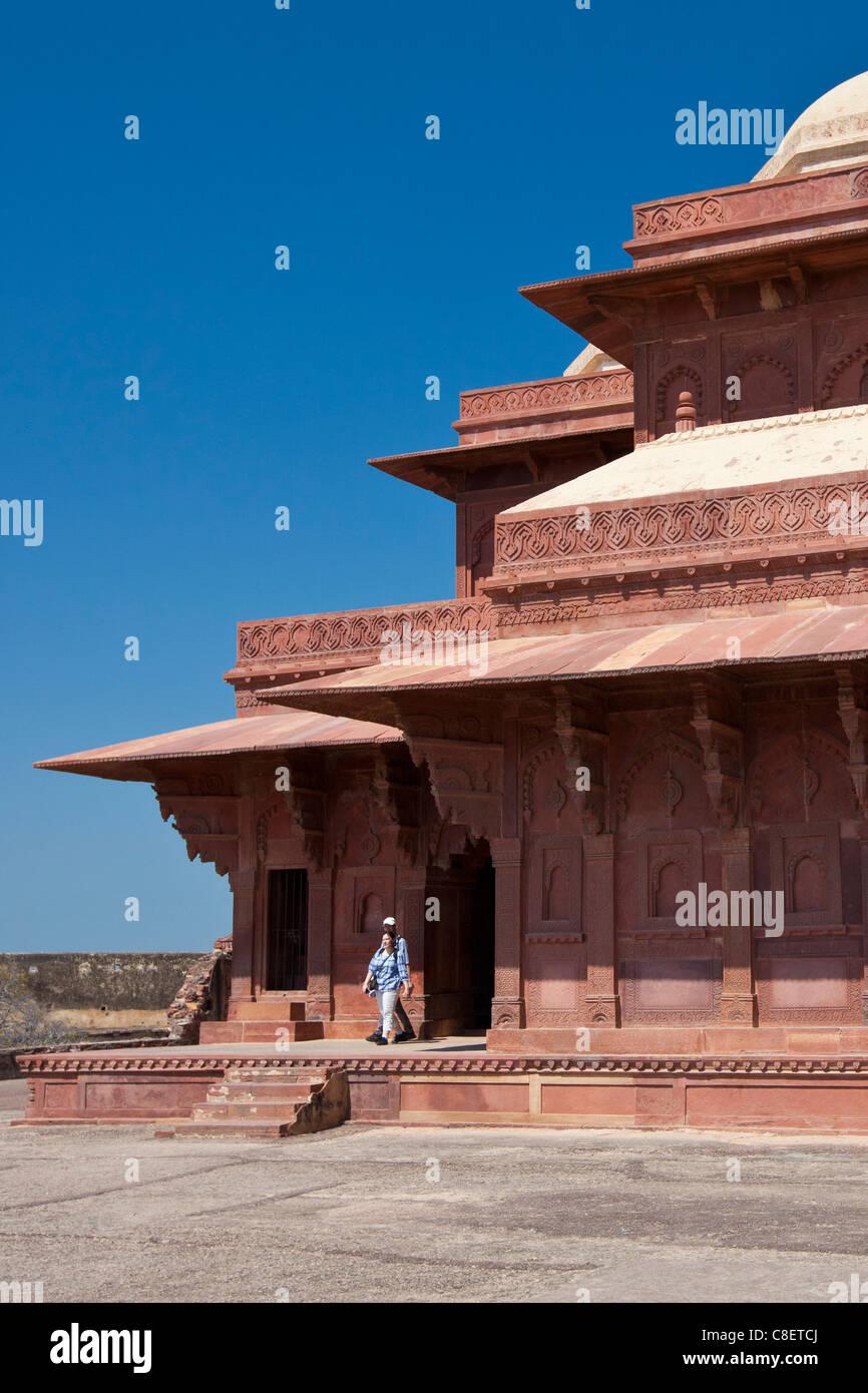 Touristen in Fatehpur Sikri aus dem 17. Jahrhundert historischen Palast und Stadt der Moguln, UNESCO-Weltkulturerbe Stockbild
