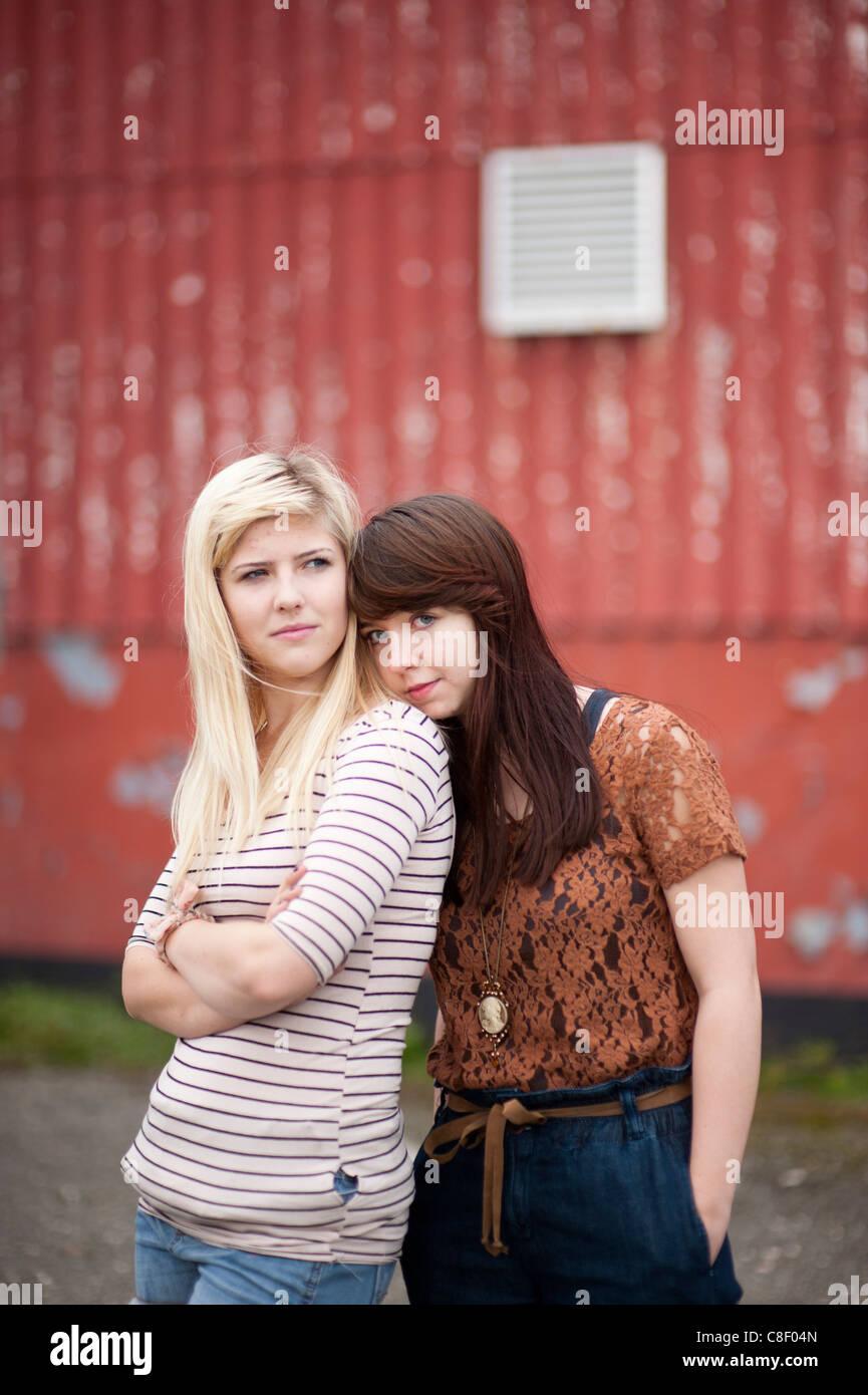 17-Jährige und 15-Jährige datieren uk illinois Staat Dating-Gesetze