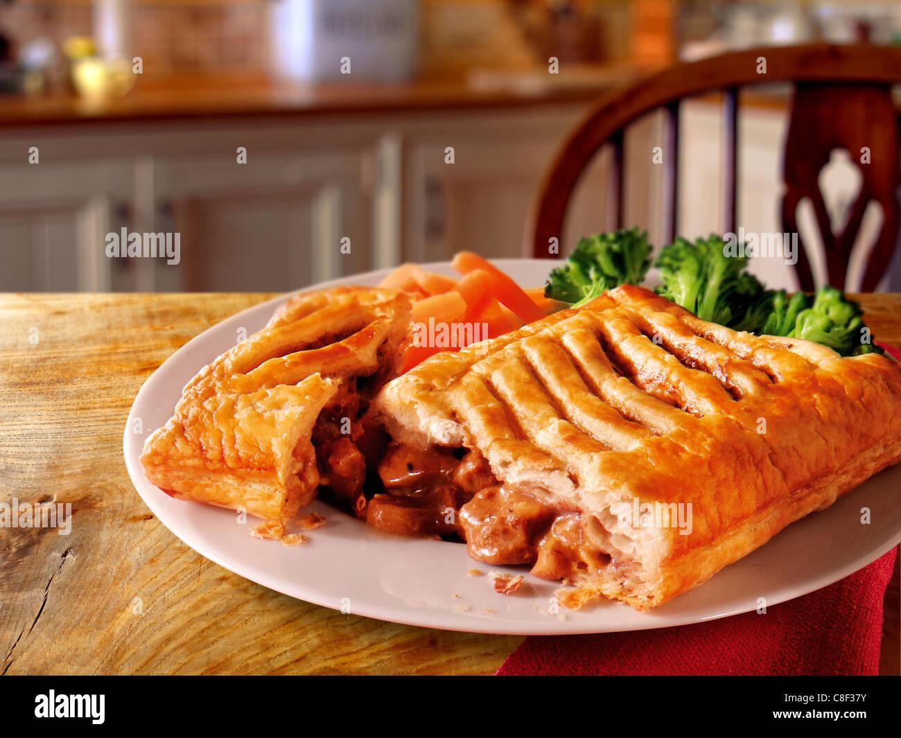 Britisches Essen - Steak-Gitter-Torte gespickt Stockbild