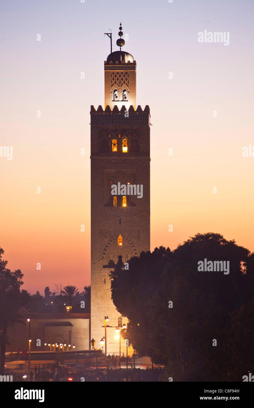 Marokko, Nordafrika, Afrika, Marrakesch, Medina, Geschäft, Handel, Shop, Djemaa el Fna Platz, Koutobia, Turm, Stockbild