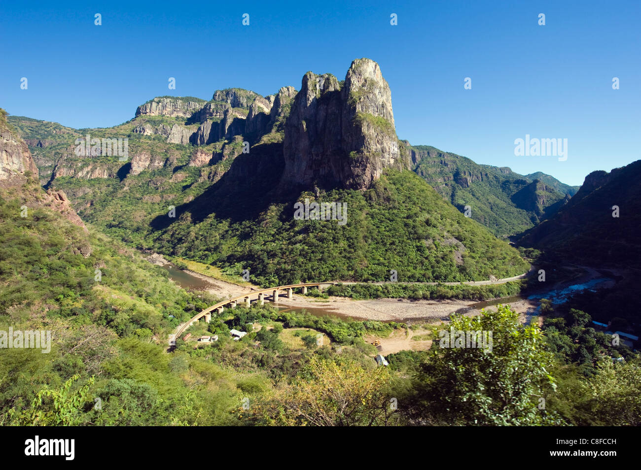 El Chepe Bahnreise durch Barranca del Cobre (Copper Canyon, Staat Chihuahua, Mexiko Stockbild