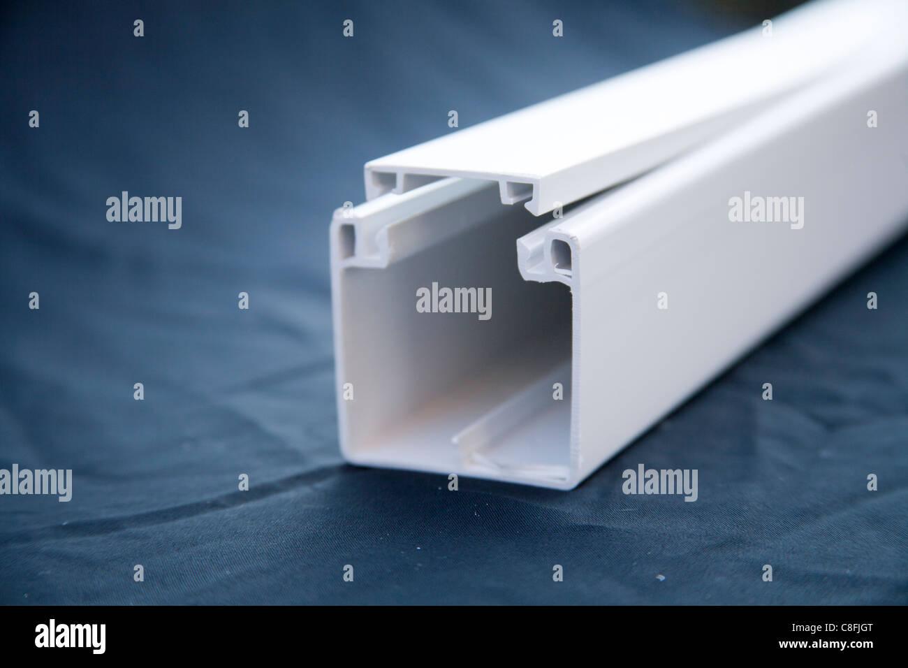 Kunststoff Kabelkanal 50 x 50 mm Stockfoto, Bild: 39681848 - Alamy