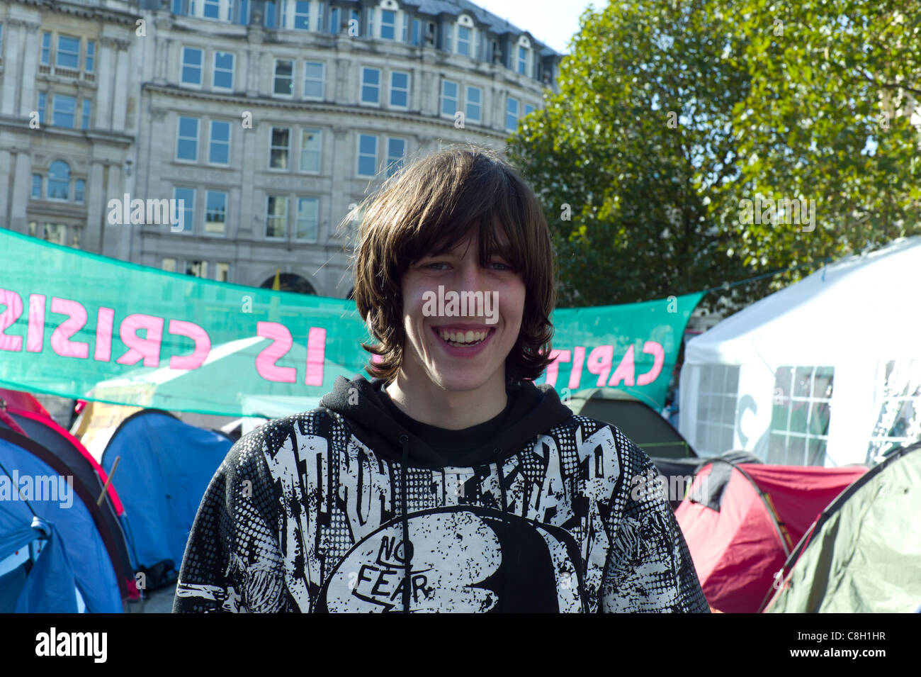 Demonstrant oder Demonstrator auf der Anti-kapitalistischen Protest St.Paul's Cathedral, London Montag, 24. Stockbild