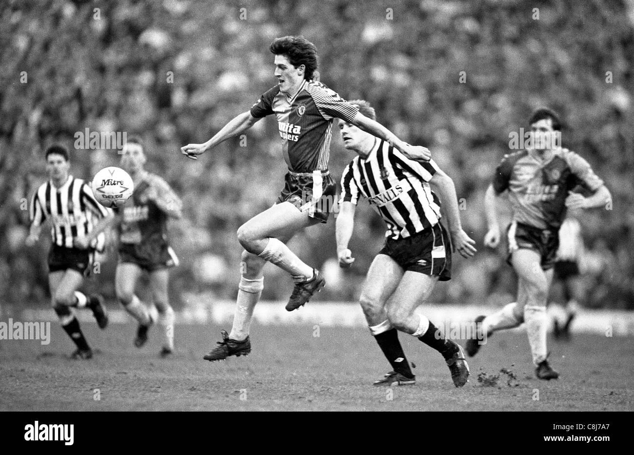 Aston Villa gegen Newcastle United im Villa Park 14.01.1989 Ian Olney Stockbild