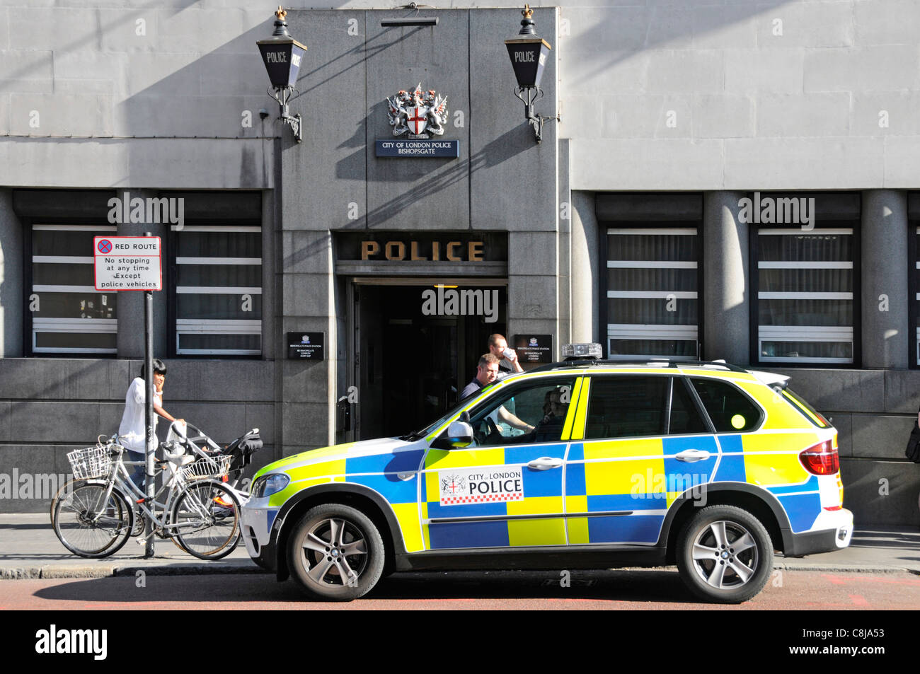 polizei auto au en eingang der city of london bishopsgate police station blaue lampen mit. Black Bedroom Furniture Sets. Home Design Ideas