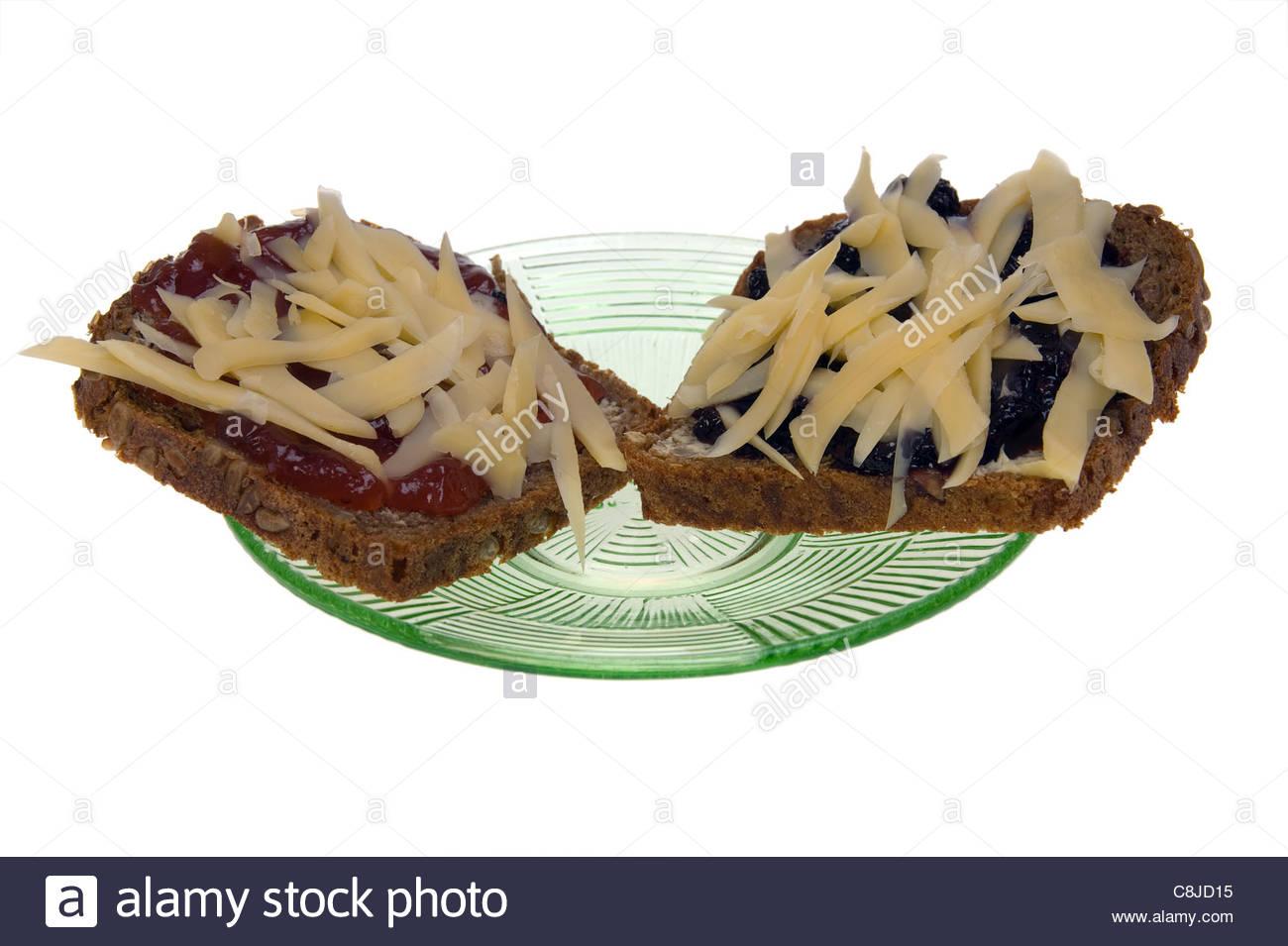 marmelade und k se auf ein st ck brot isoliert stockfoto bild 39743345 alamy. Black Bedroom Furniture Sets. Home Design Ideas