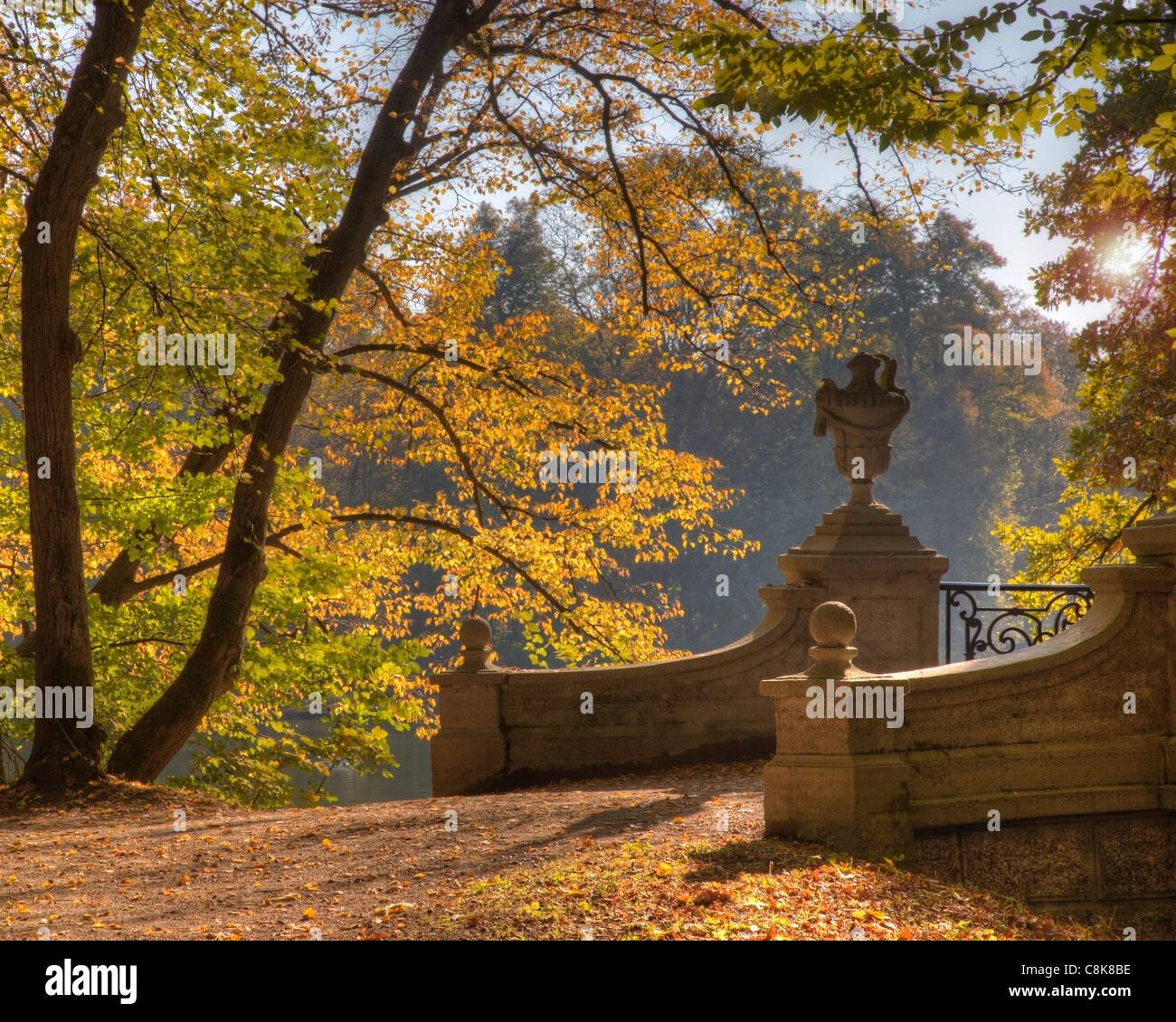 DE - Bayern: Herbst im Schlosspark Nymphenburg, München Stockbild